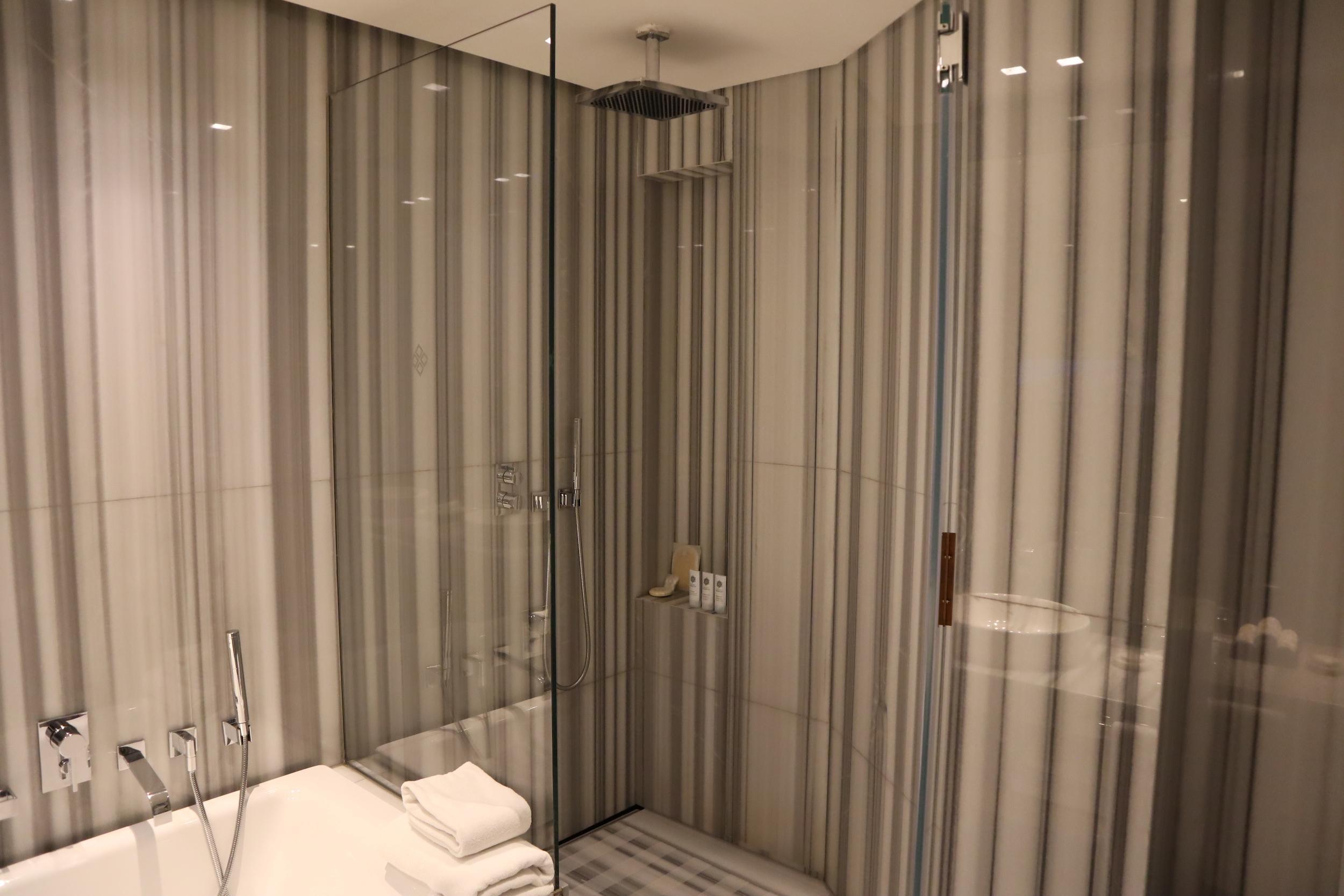 St. Regis Istanbul – St. Regis Suite shower