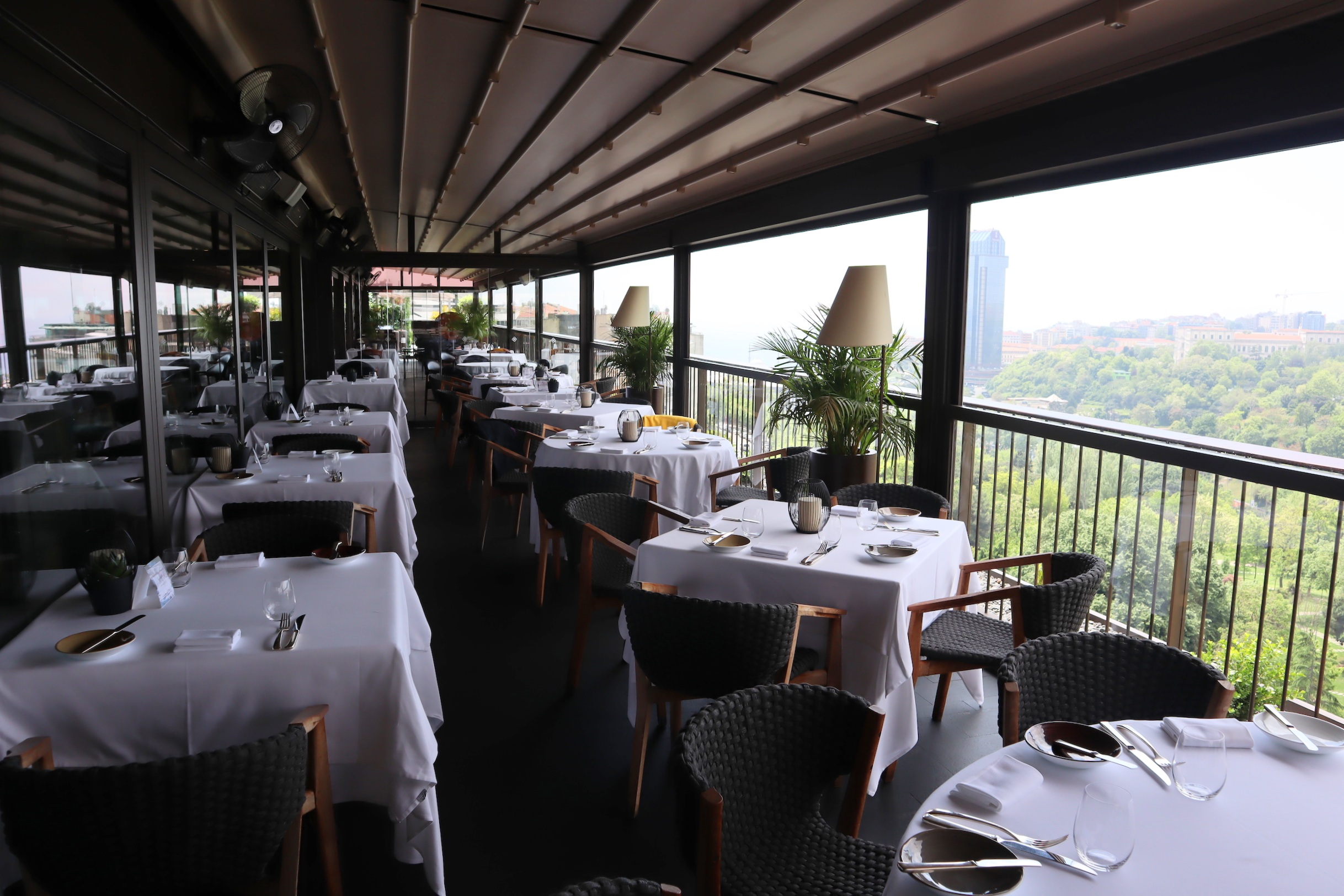 St. Regis Istanbul – Spago restaurant outdoor patio