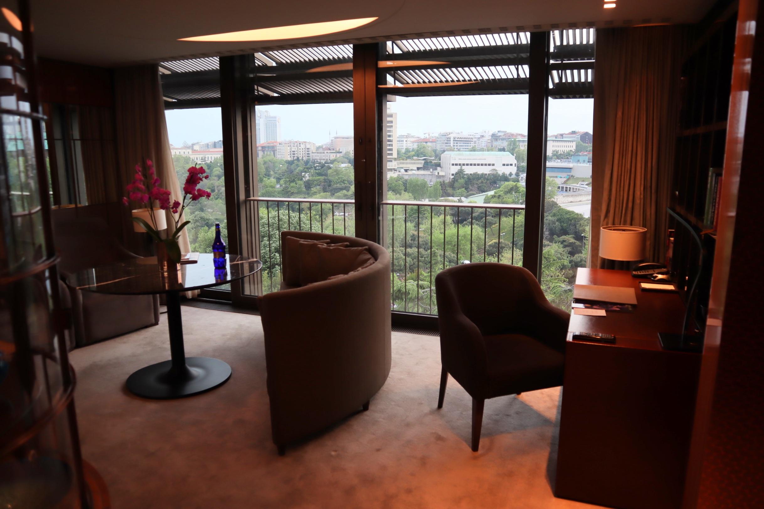 St. Regis Istanbul – St. Regis Suite living area
