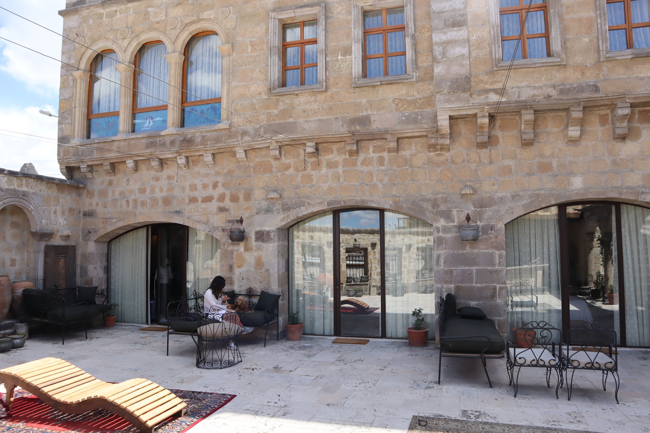Sultan Cave Suites hotel – Courtyard