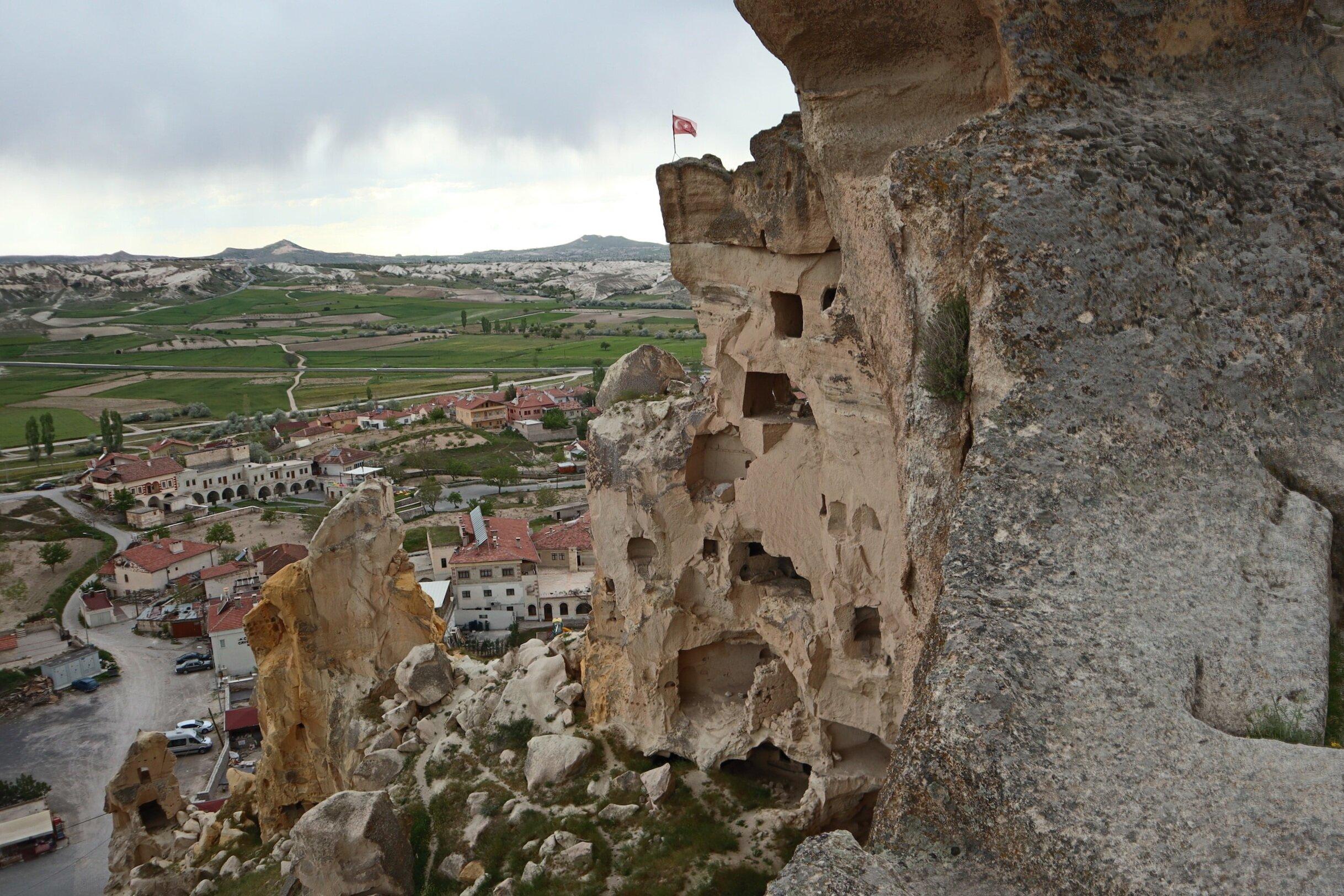 Çavusin rock cliff