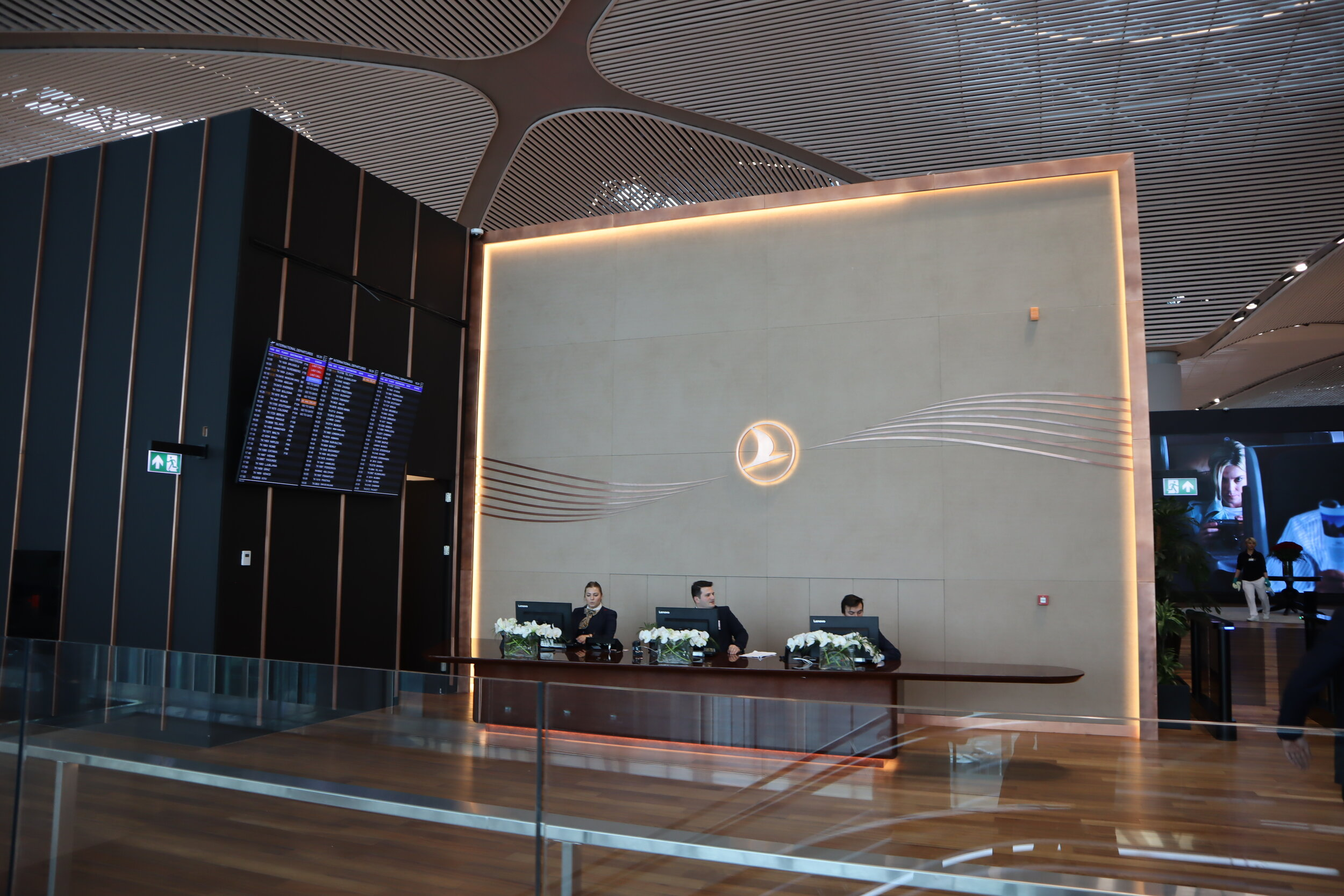 Turkish Airlines Business Lounge Istanbul – Front desk