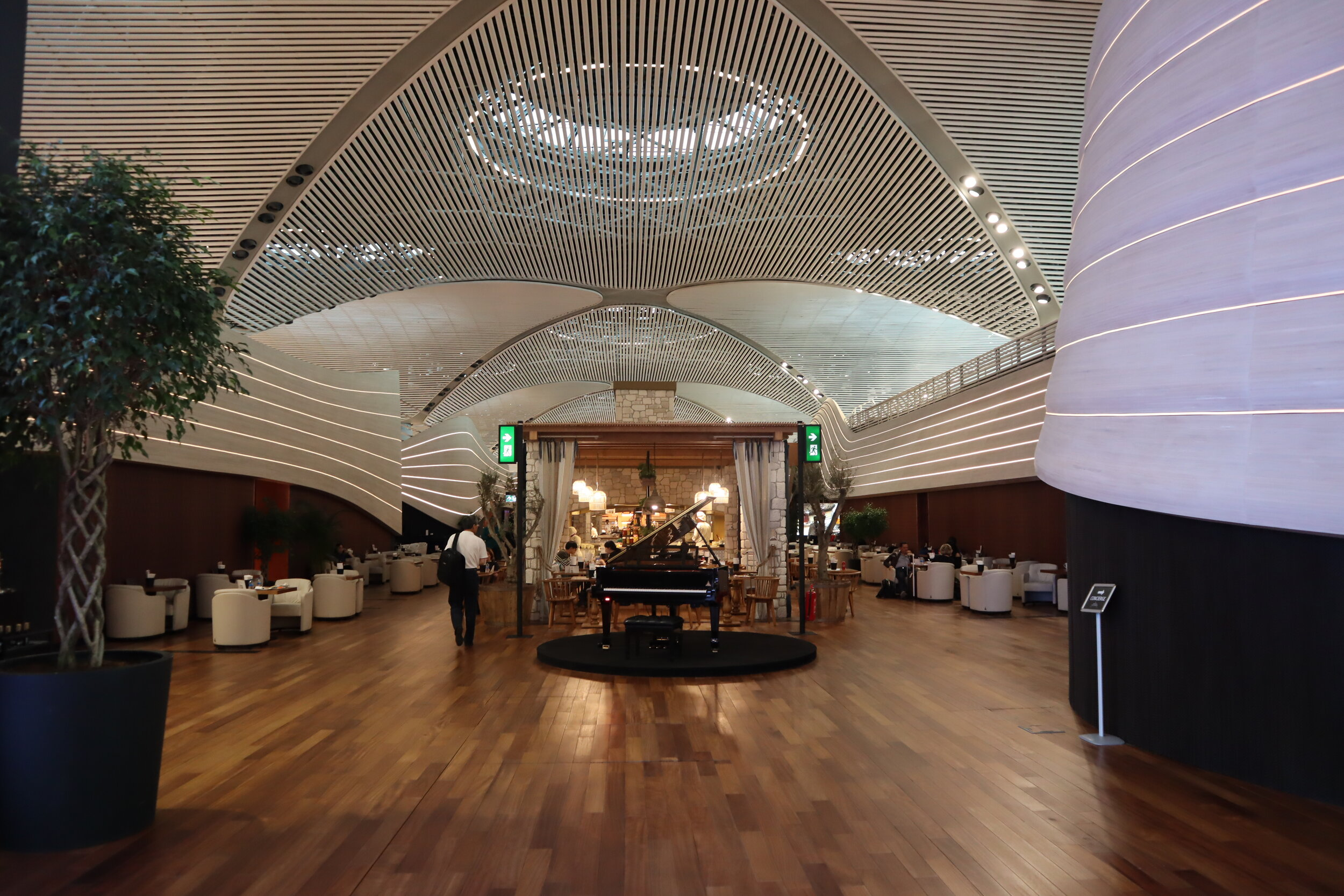 Turkish Airlines Business Lounge Istanbul – Main lounge area