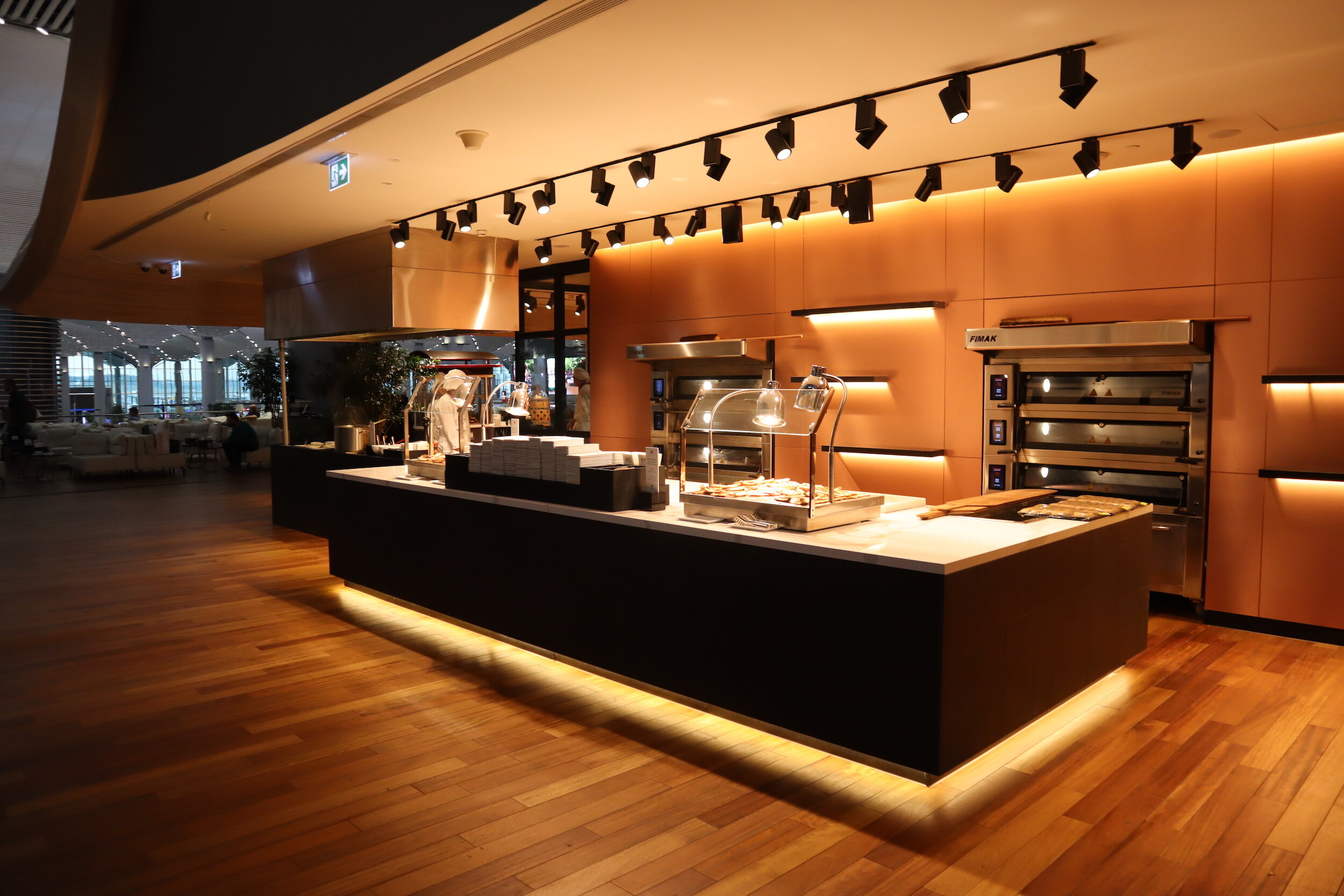 Turkish Airlines Business Lounge Istanbul – Live cooking station