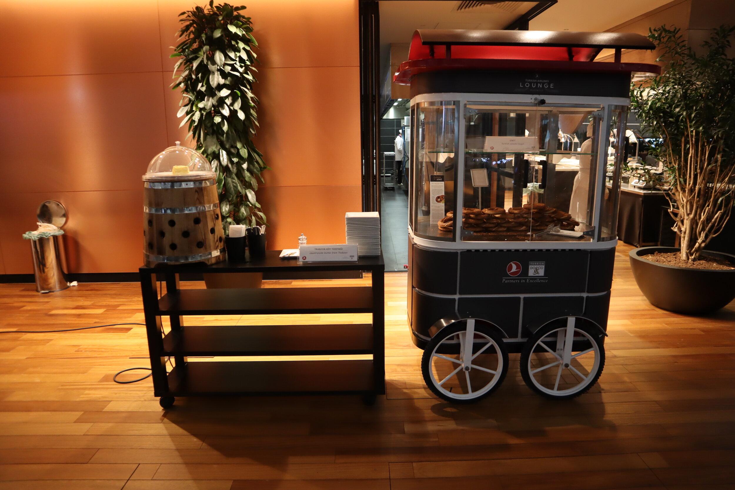 Turkish Airlines Business Lounge Istanbul – Soft pretzel station
