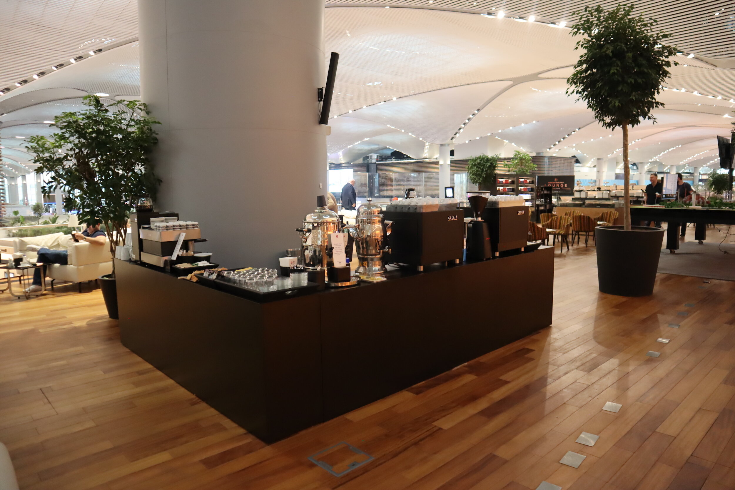 Turkish Airlines Business Lounge Istanbul – Coffee and tea