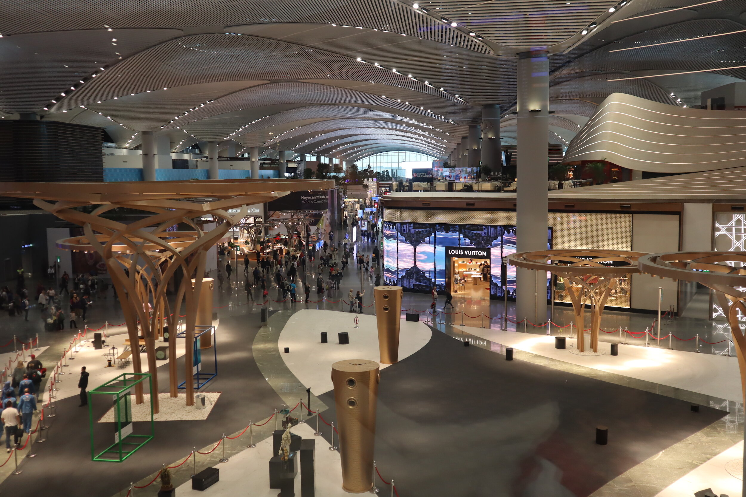 Turkish Airlines Business Lounge Istanbul – View of airport concourse