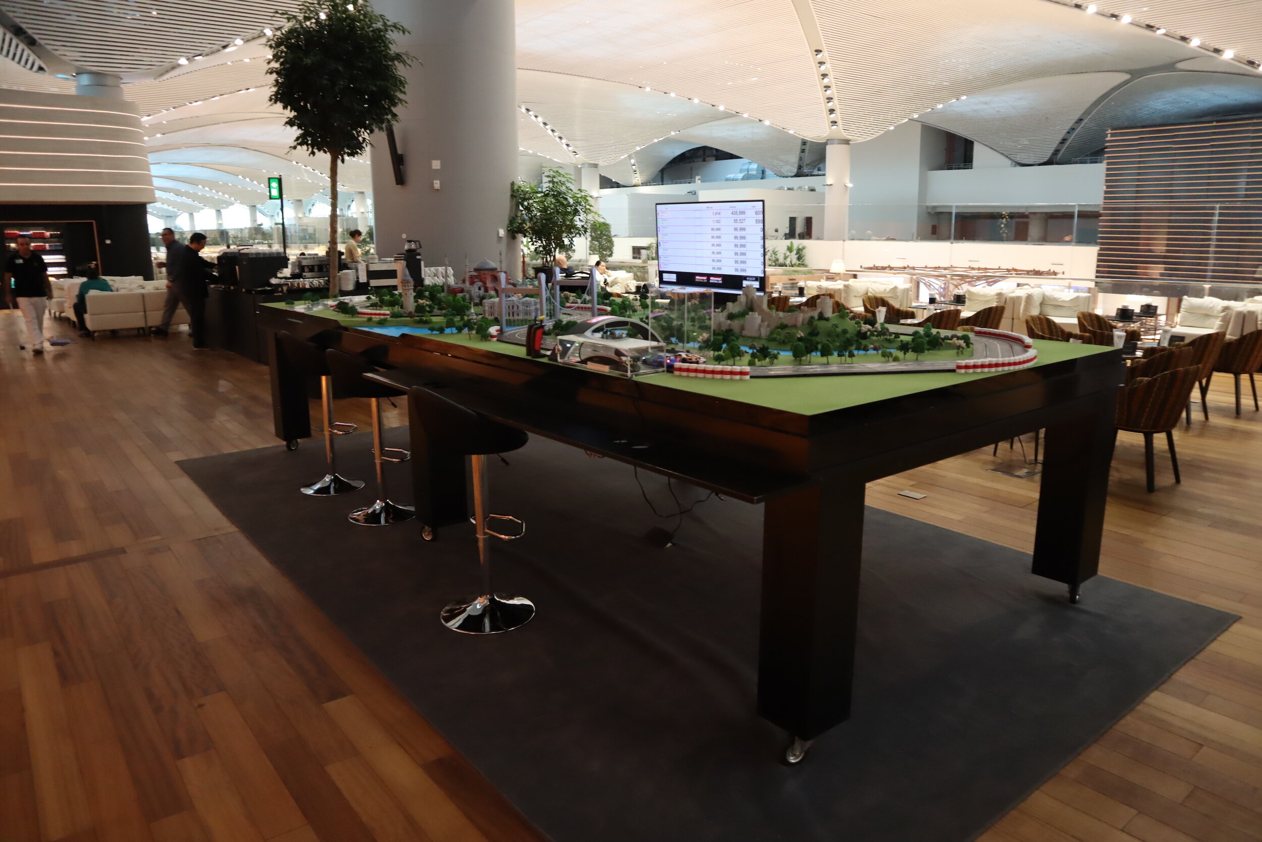 Turkish Airlines Business Lounge Istanbul – Model car racetrack