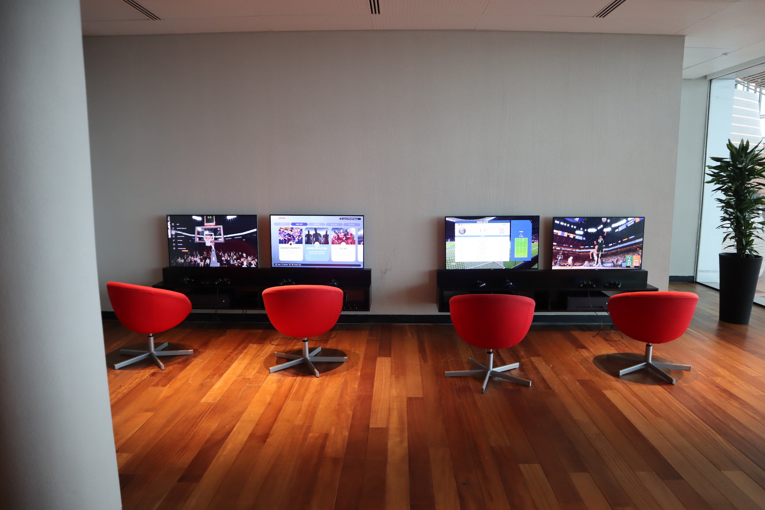 Turkish Airlines Business Lounge Istanbul – Video games