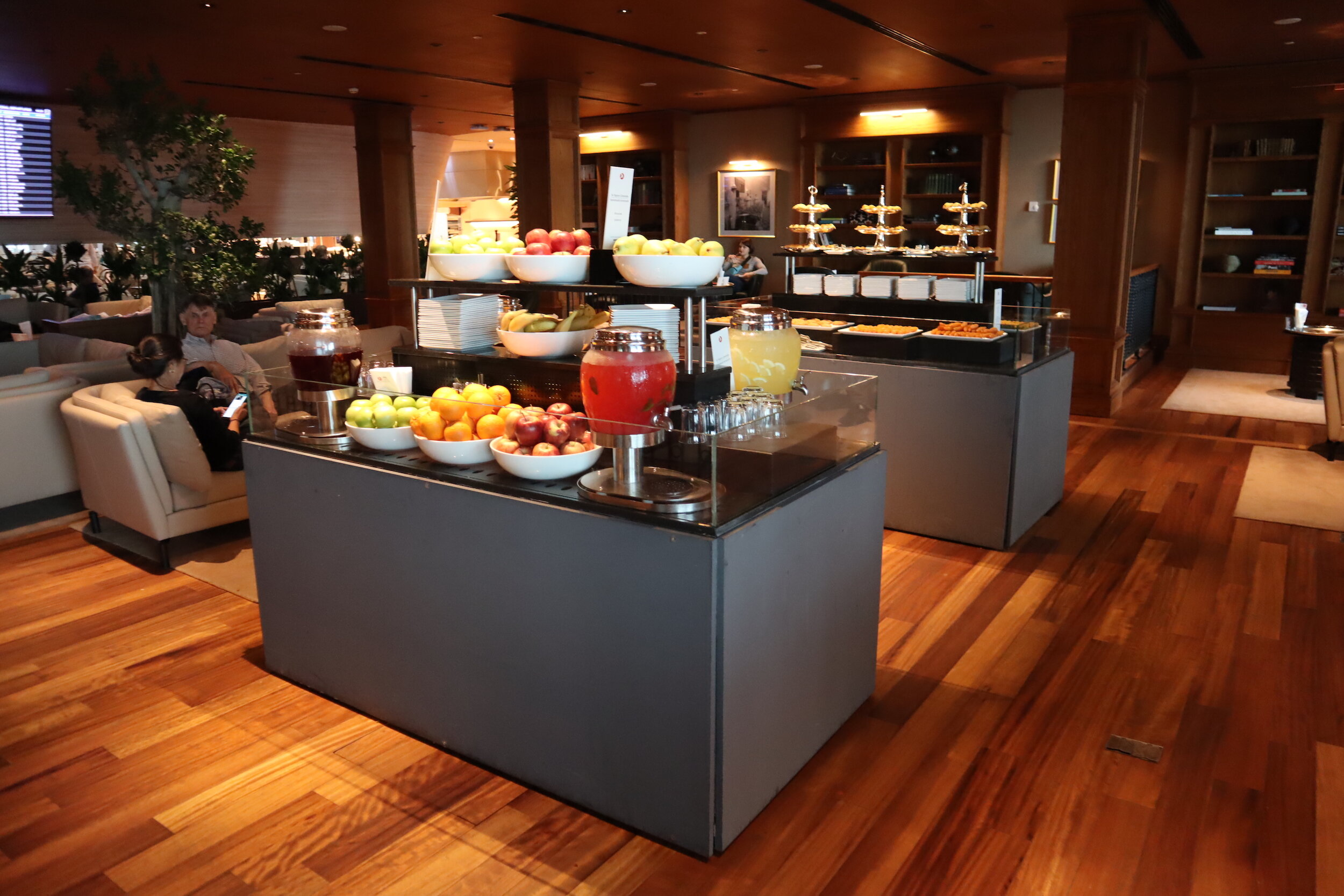 Turkish Airlines Business Lounge Istanbul – Library snack stations
