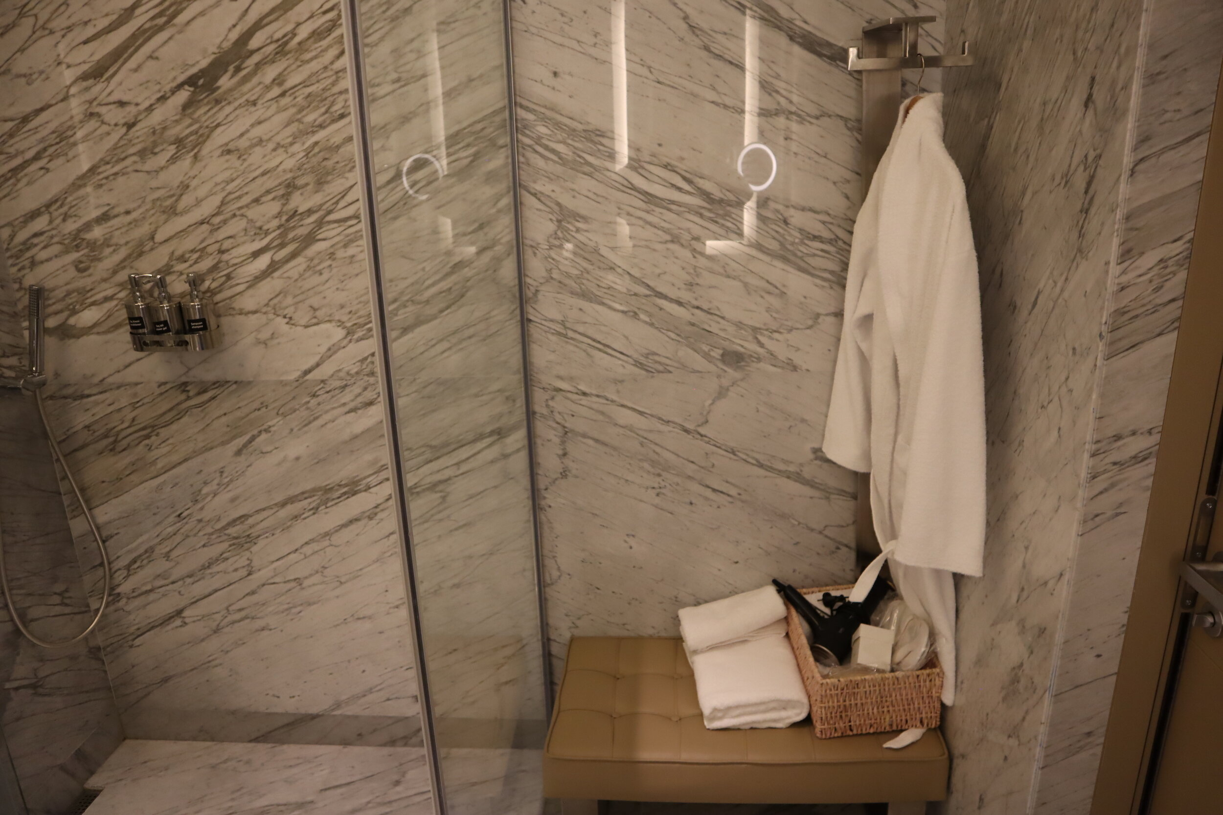 Turkish Airlines Business Lounge Istanbul – Shower