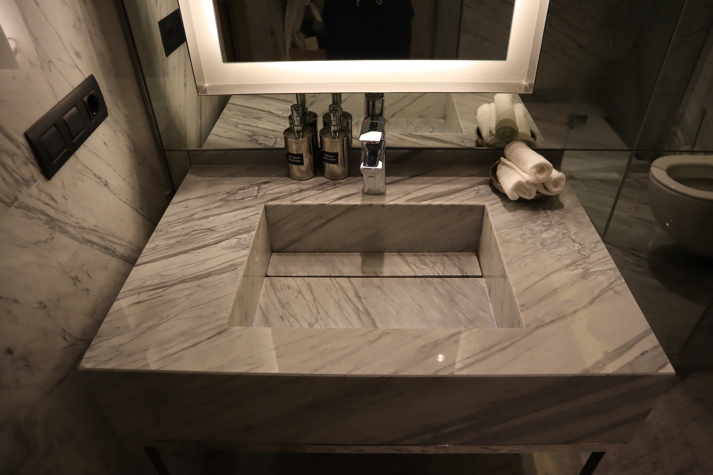 Turkish Airlines Business Lounge Istanbul – Sink