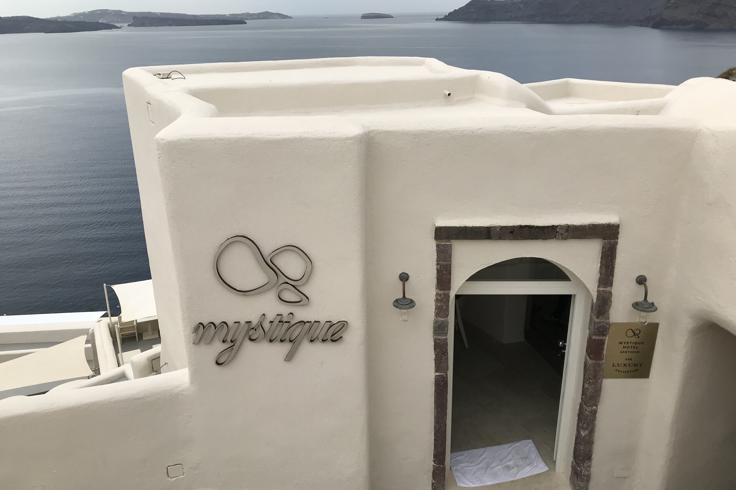 Mystique Santorini – Entrance and lobby