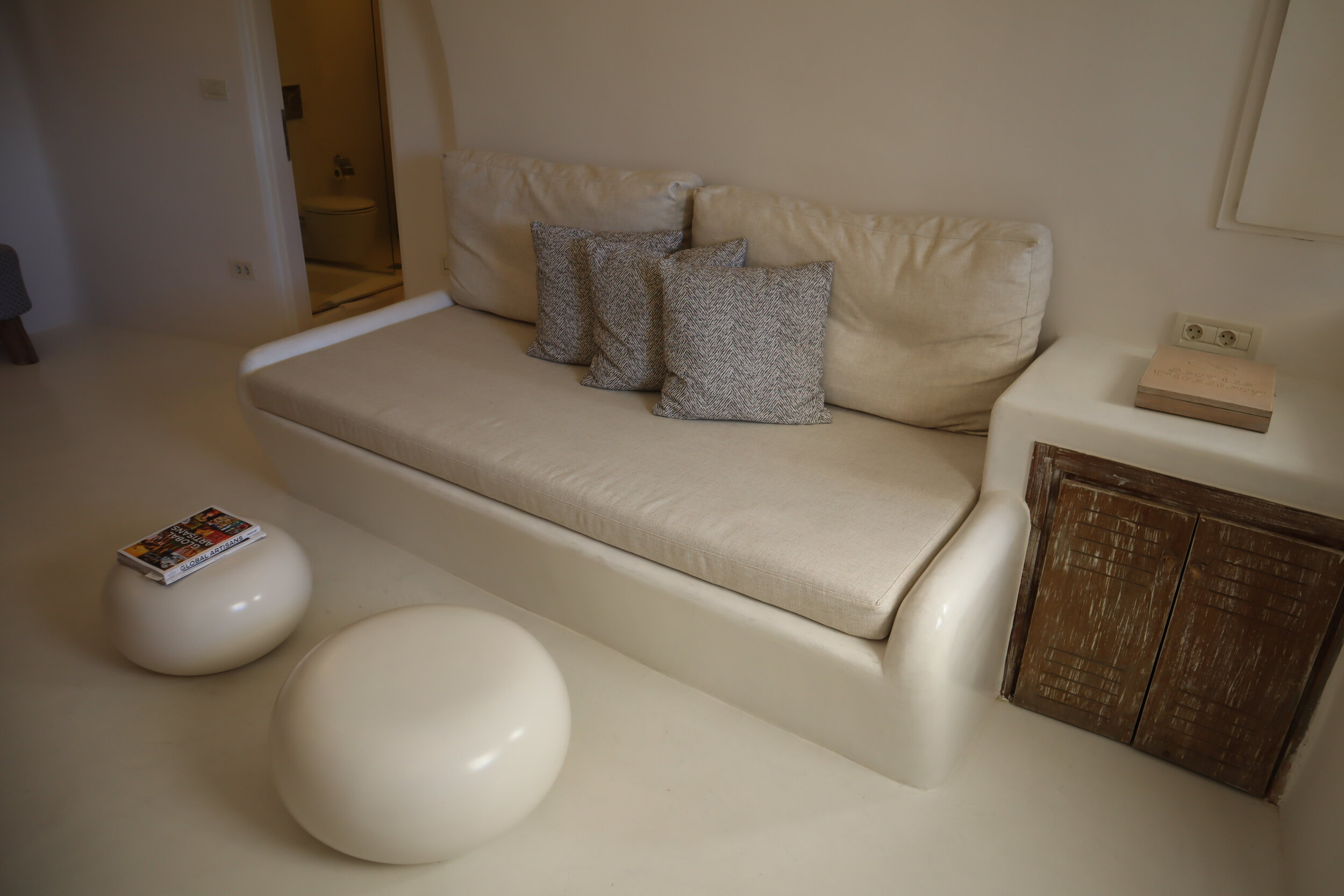 Mystique Santorini – Wet Allure Suite sitting area