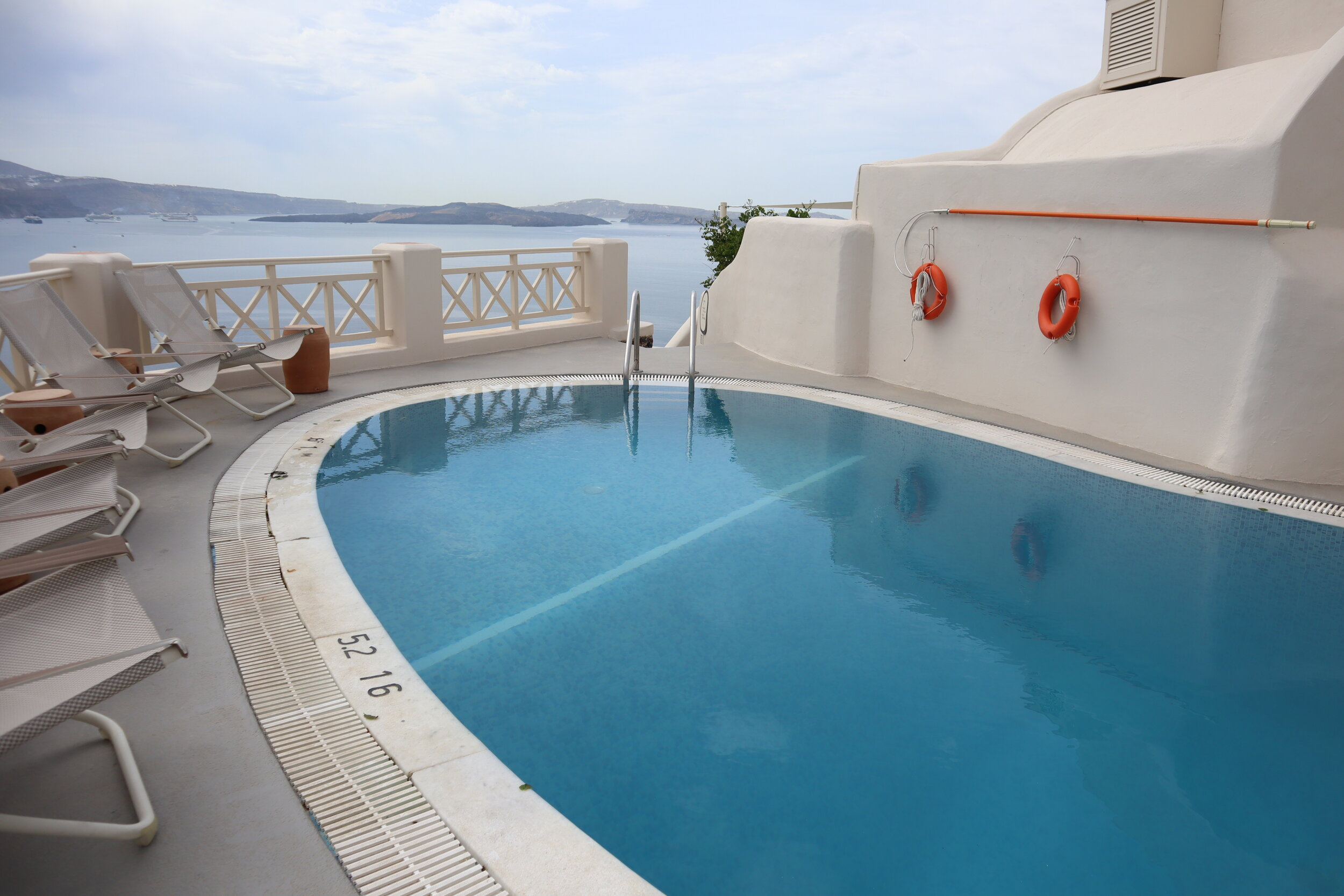 Mystique Santorini – Captain's Lounge pool