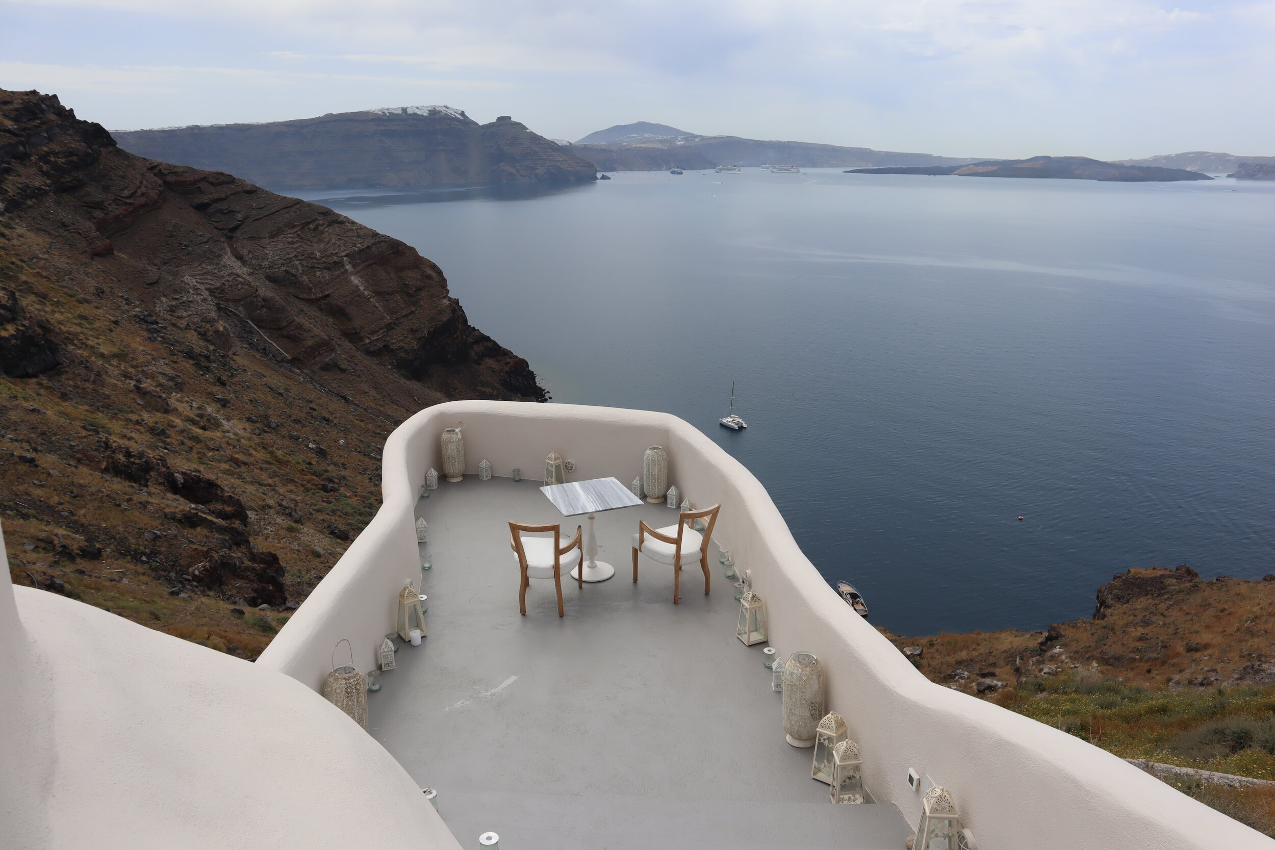 Mystique Santorini – Private dining platform