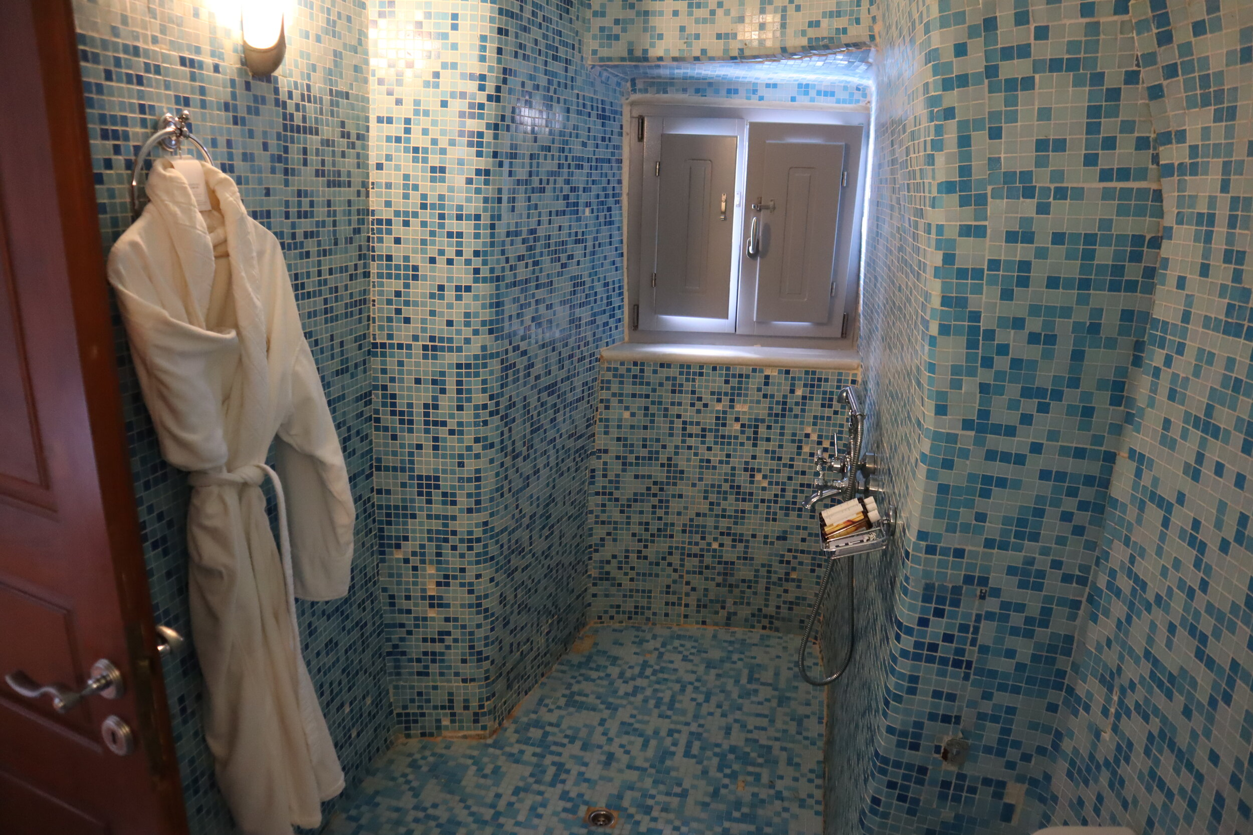 Mystique Santorini – Captain's Room shower