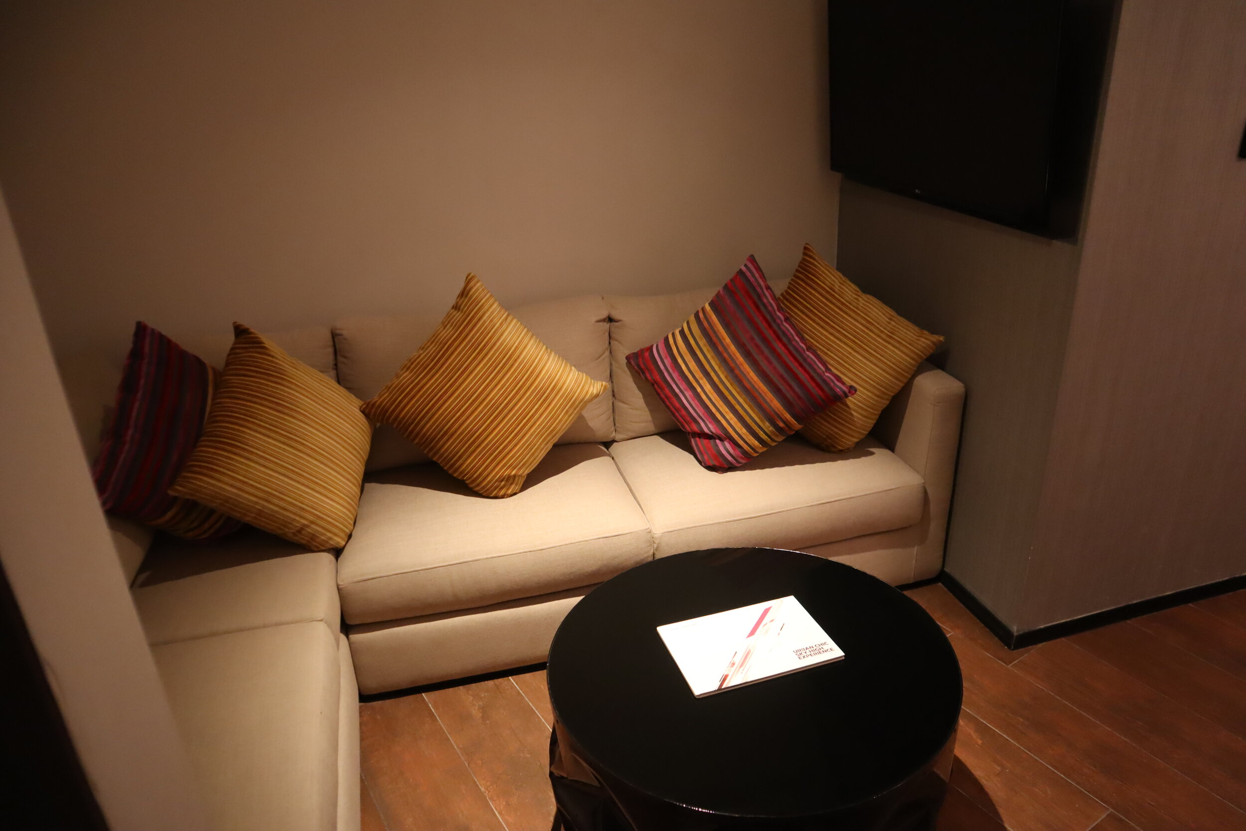 W Amman – Cool Corner Suite living area