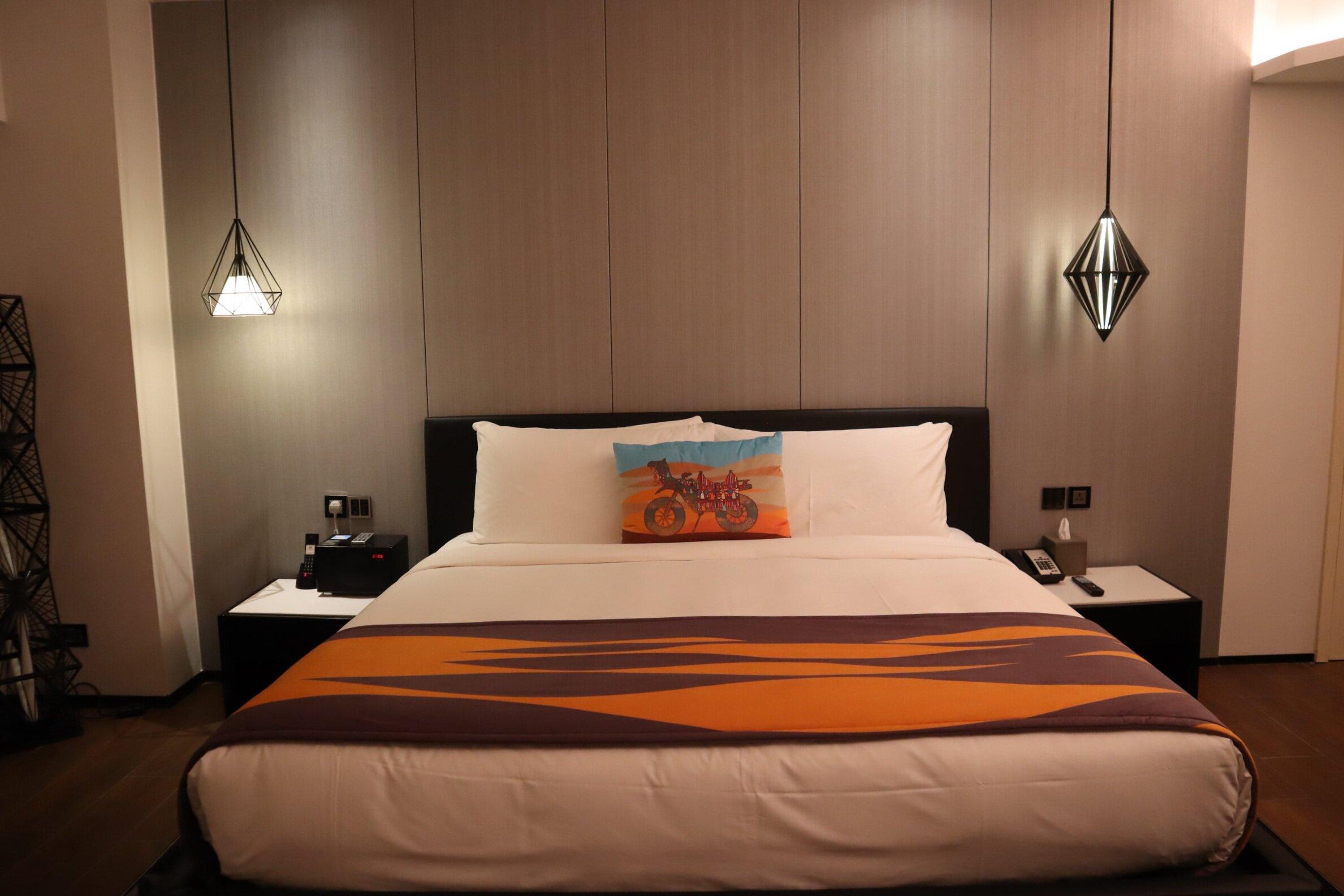 W Amman – Cool Corner Suite king bed