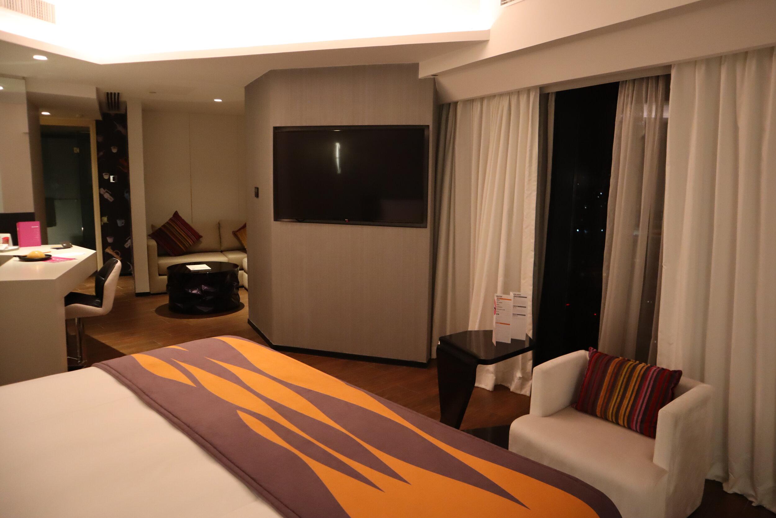 W Amman – Cool Corner Suite bedroom