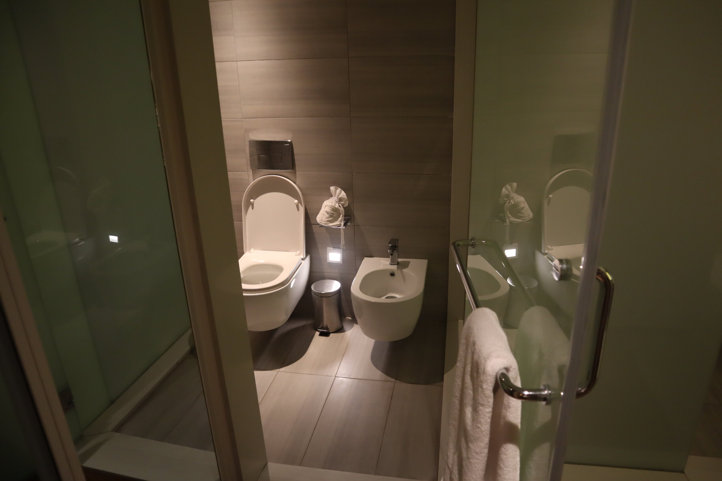 W Amman – Cool Corner Suite toilet
