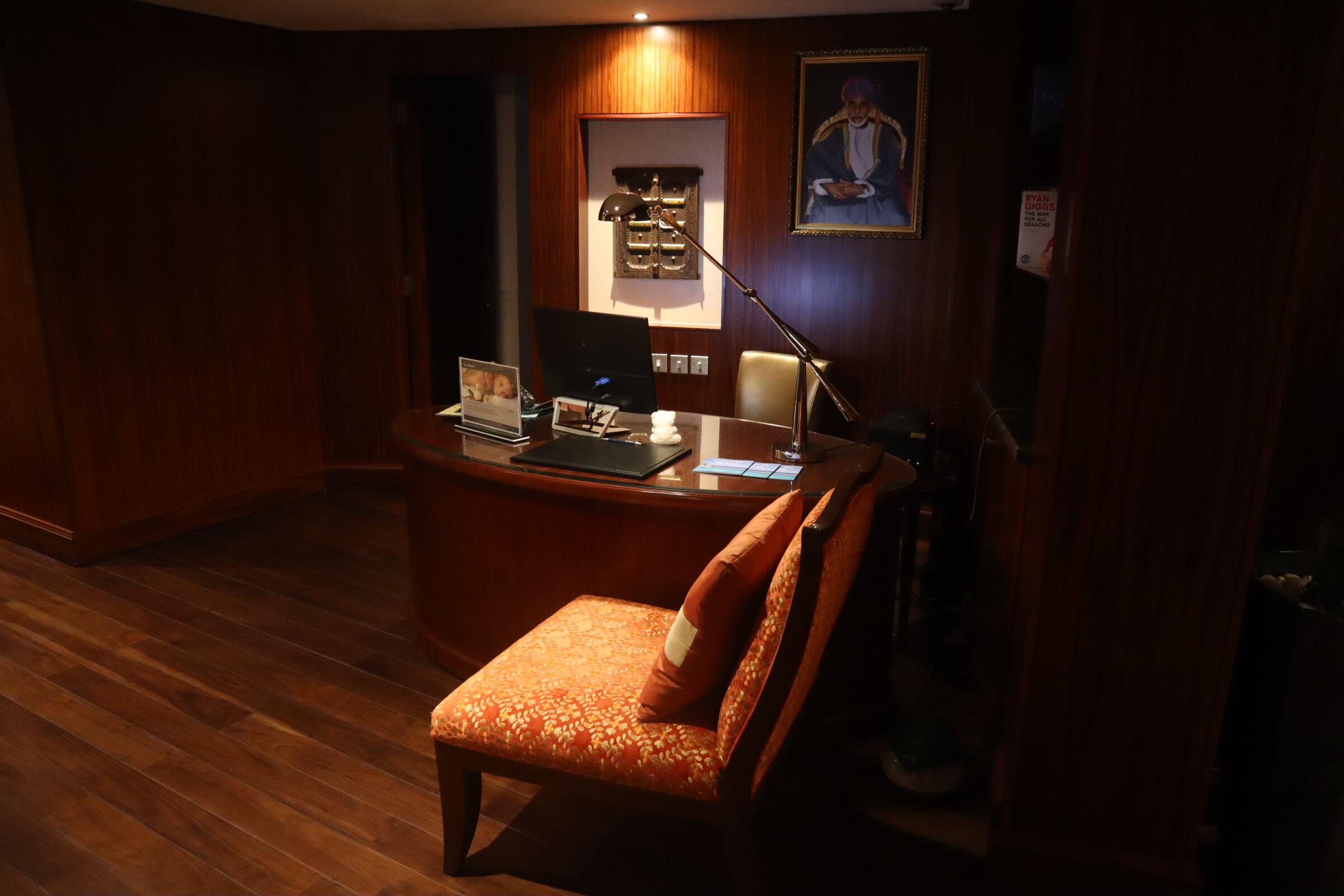 Sheraton Oman – Sheraton Club front desk