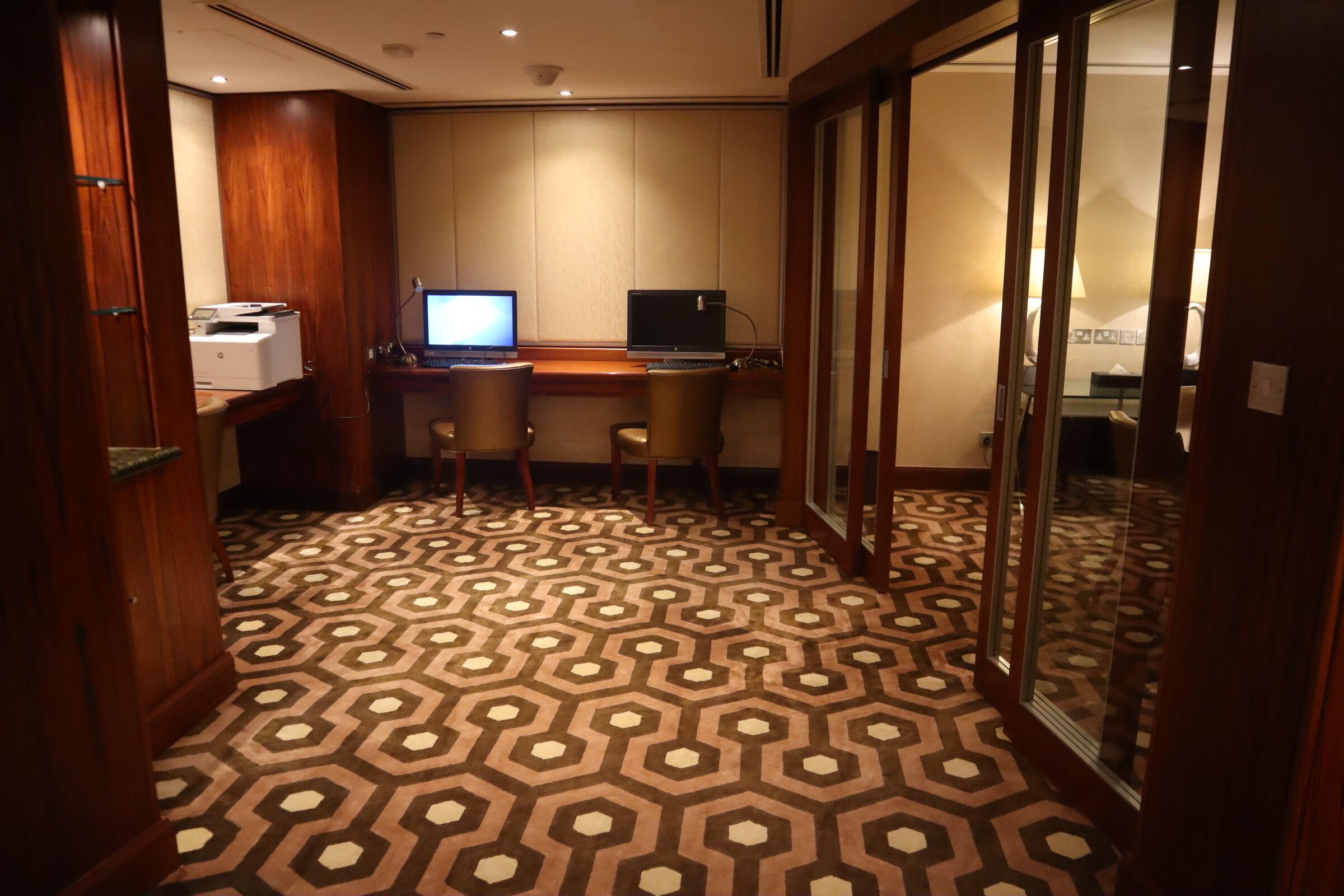 Sheraton Oman – Sheraton Club computer workstations