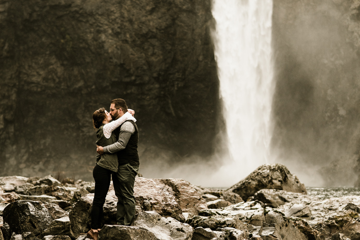 A Picturesque PNW Engagement Session | Snoqualmie Falls | Seattle Wedding photographer-5.jpg