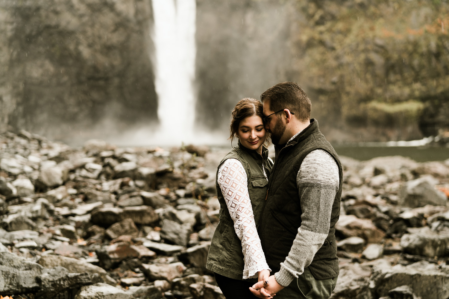 A Picturesque PNW Engagement Session | Snoqualmie Falls | Seattle Wedding photographer-7.jpg