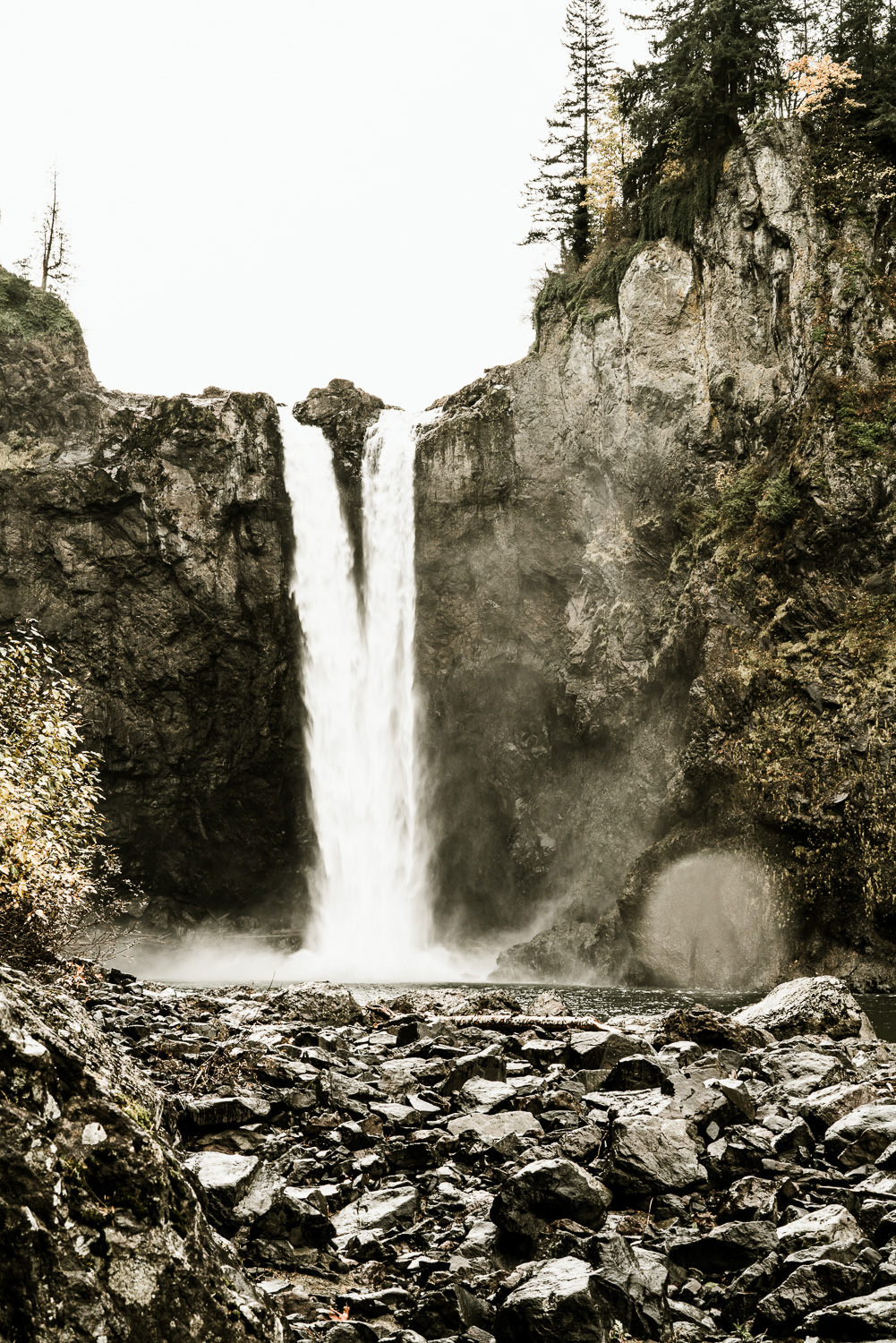 A Picturesque PNW Engagement Session | Snoqualmie Falls | Seattle Wedding photographer-9.jpg