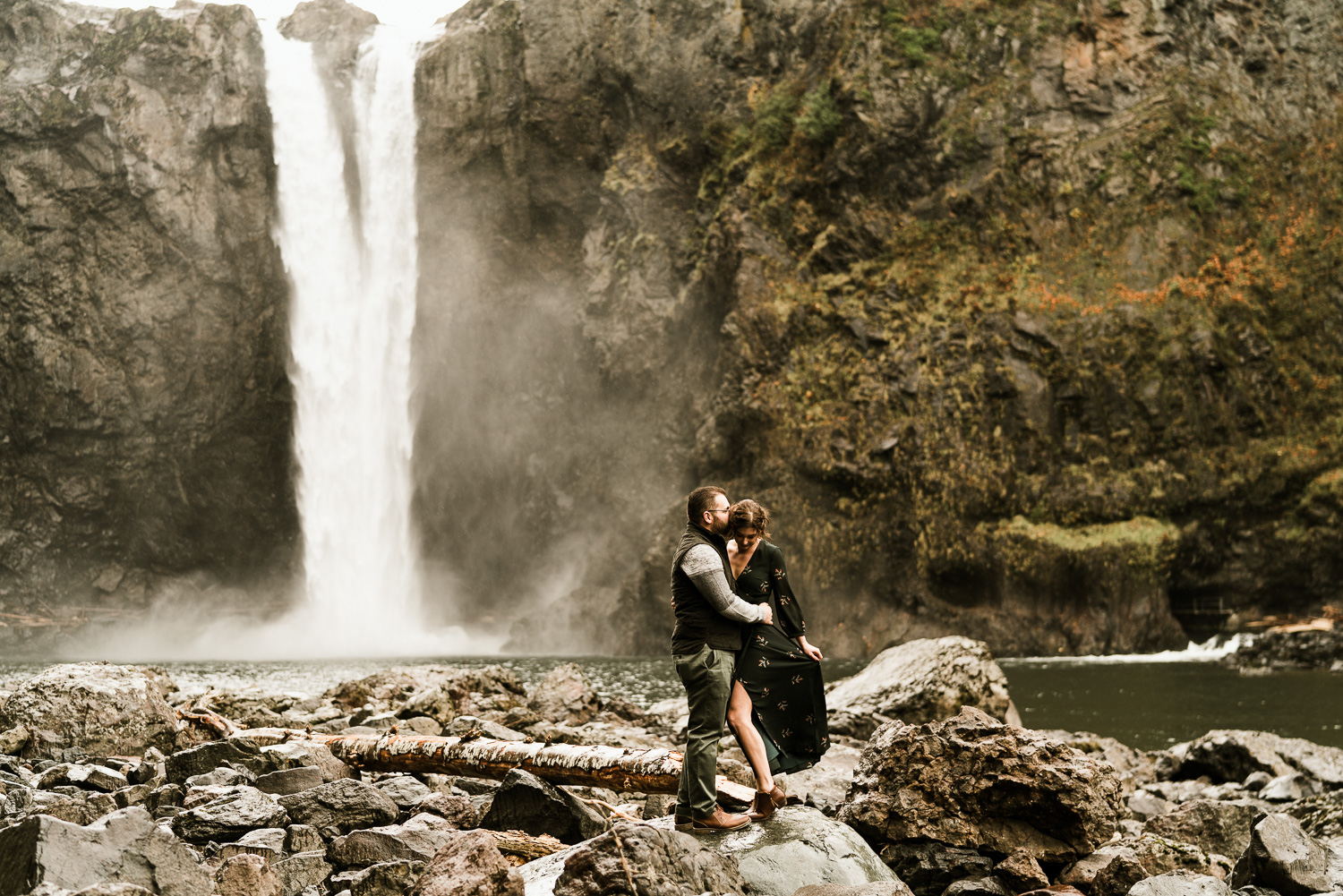 A Picturesque PNW Engagement Session | Snoqualmie Falls | Seattle Wedding photographer-13.jpg