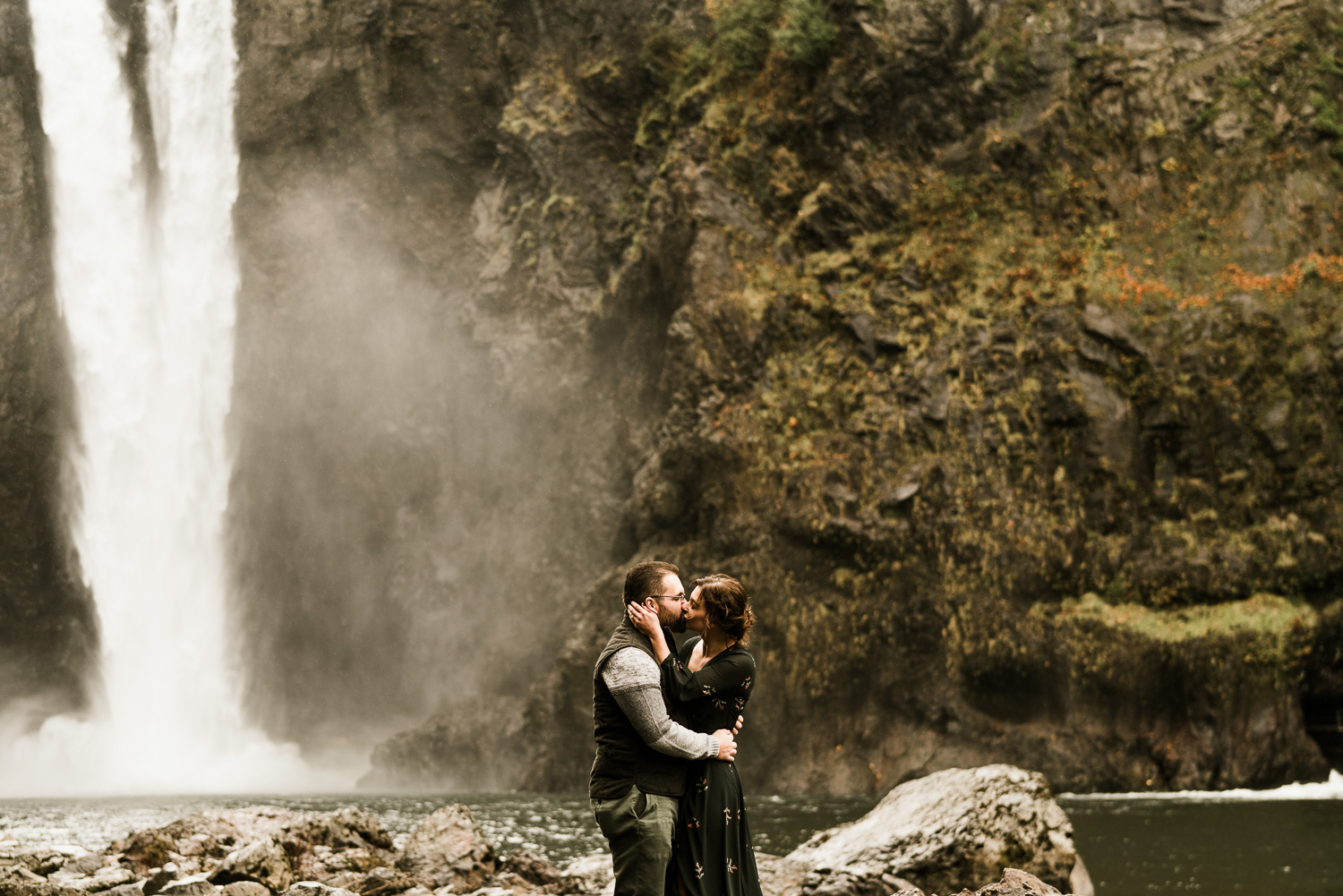 A Picturesque PNW Engagement Session | Snoqualmie Falls | Seattle Wedding photographer-14.jpg