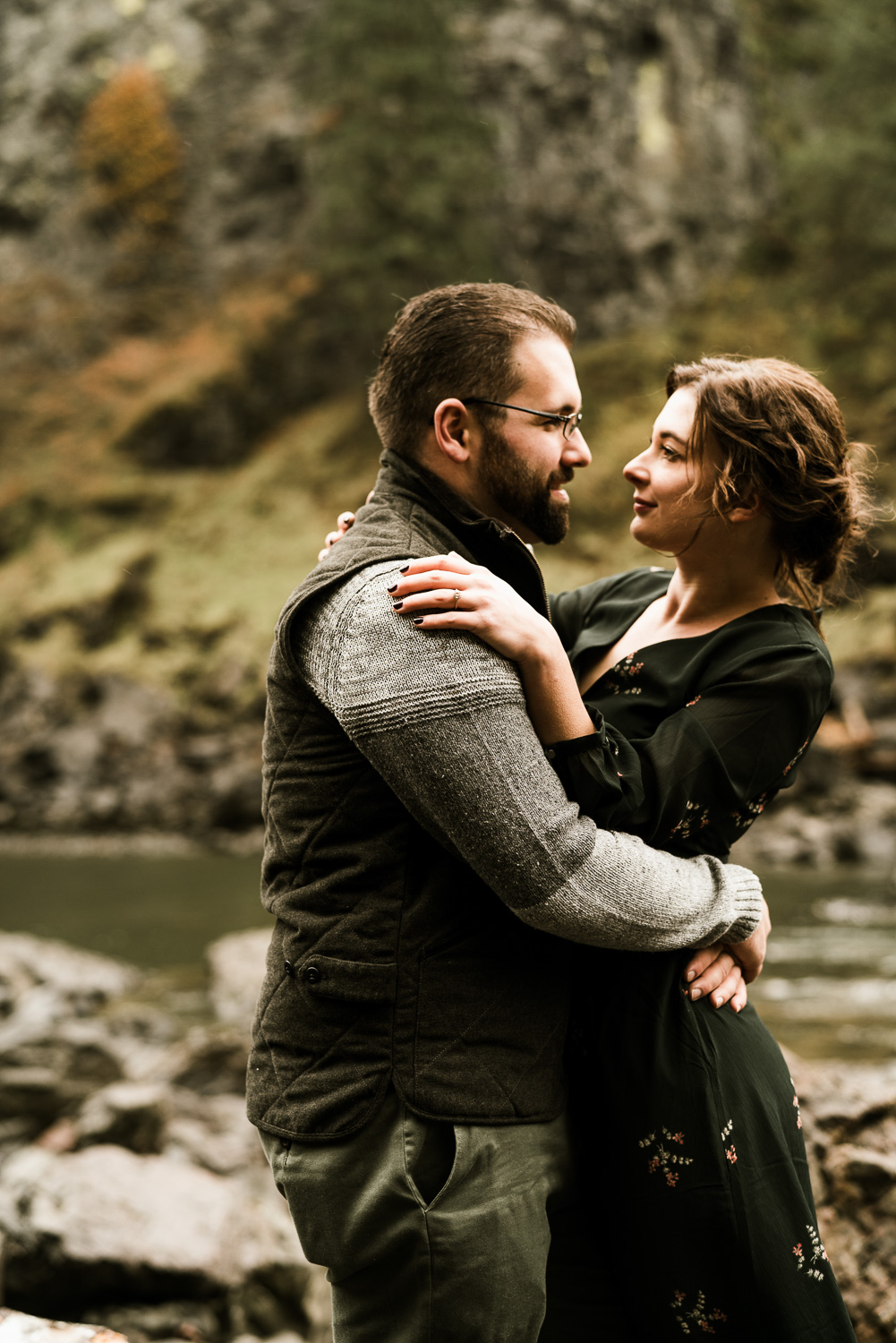 A Picturesque PNW Engagement Session | Snoqualmie Falls | Seattle Wedding photographer-15.jpg