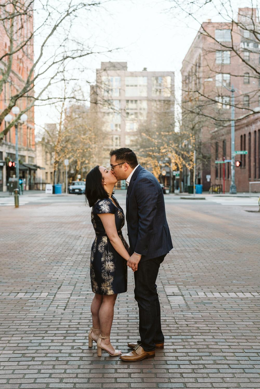 Classy metropolitan engagement session - Seattle pioneer square - Wedding Photography-11.jpg