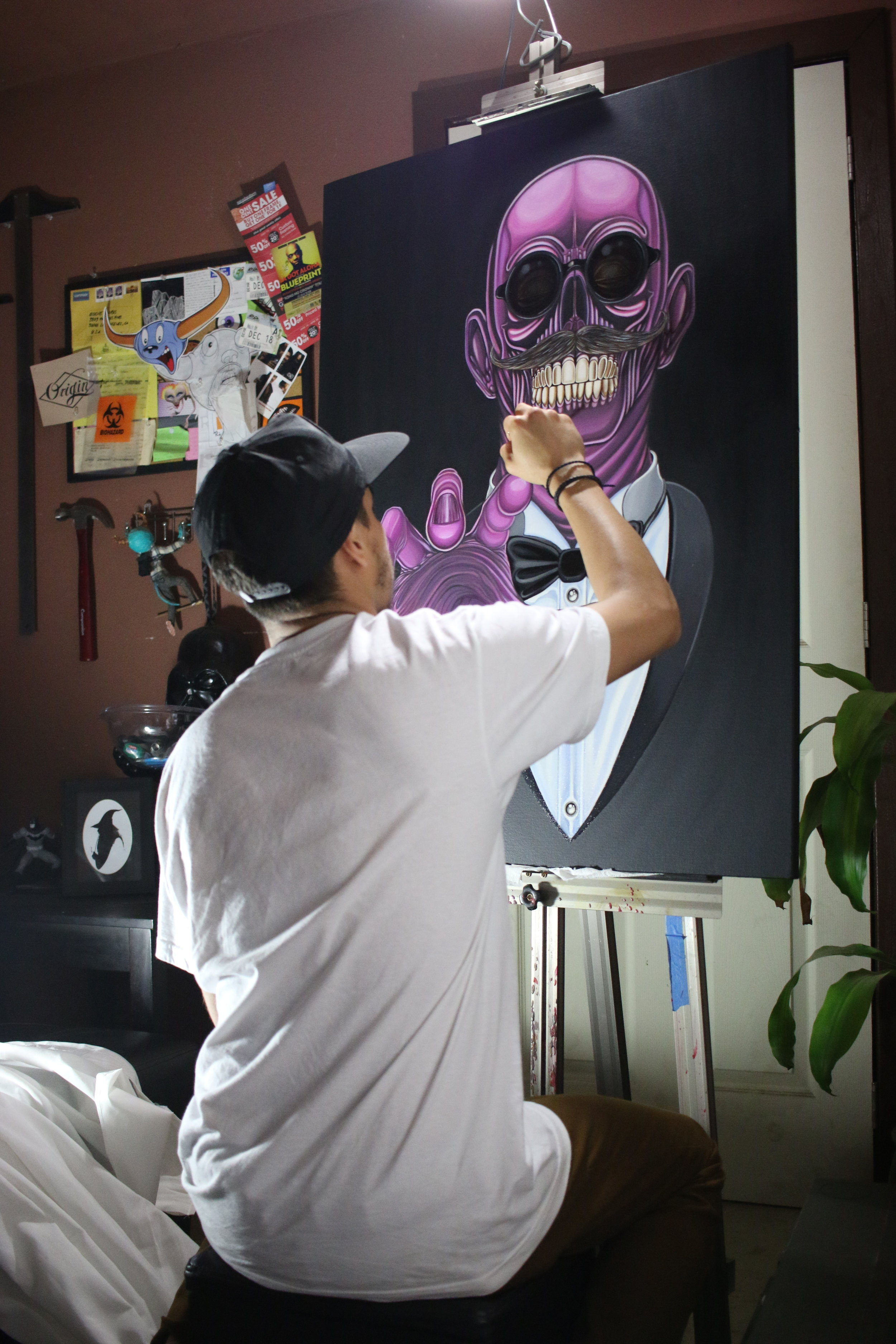 """Adding final details to my painting """"Mr.Trim""""  Photo: Wolf"""