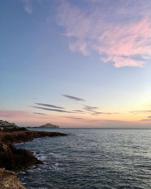 Goodmorning! With a view in Peniscola Spain. #haveagreatday #vanlife #gezinsgelukopreis #campervan #familycampervantravel