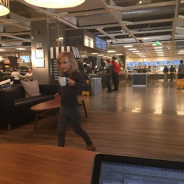 Perfect! An afternoon at the Ikea. We can do work while kids play. Plus: free coffe! #vanlife #gezinsgelukopreis #familycampervantravel