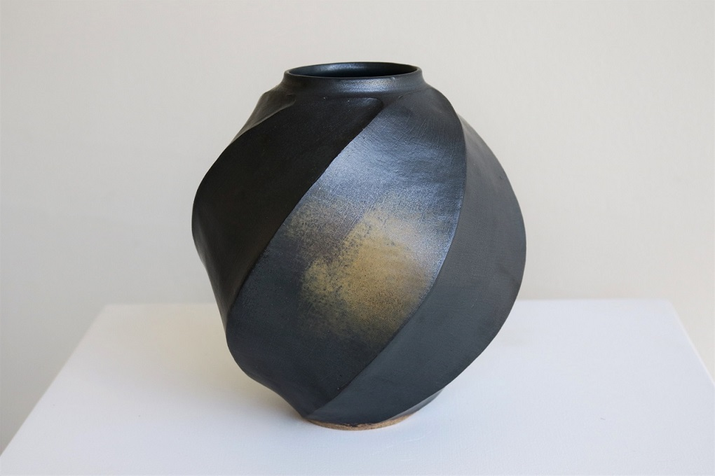 Terunobu Hirata,  Twist Facetted Vase,  stoneware, black matt glaze, H20cm, 2018 AVAILABLE