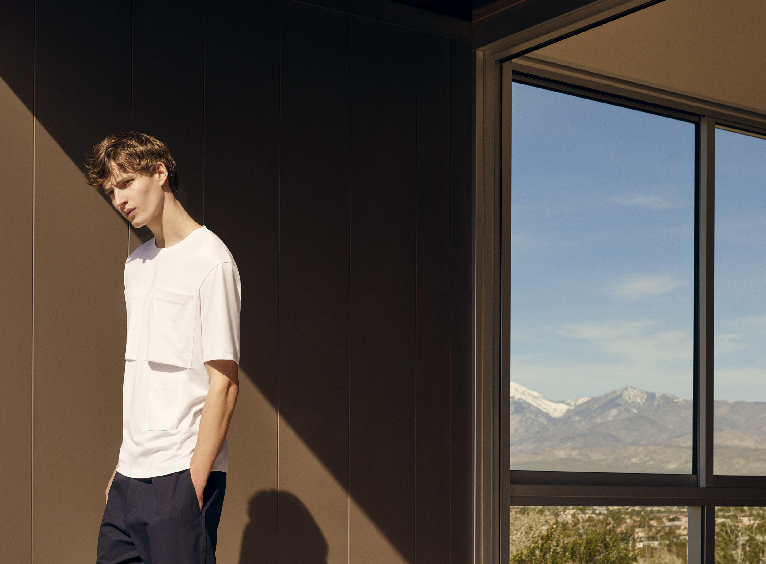 Multi-pocket t-shirt (29€) + Relaxed chino trousers (69€)