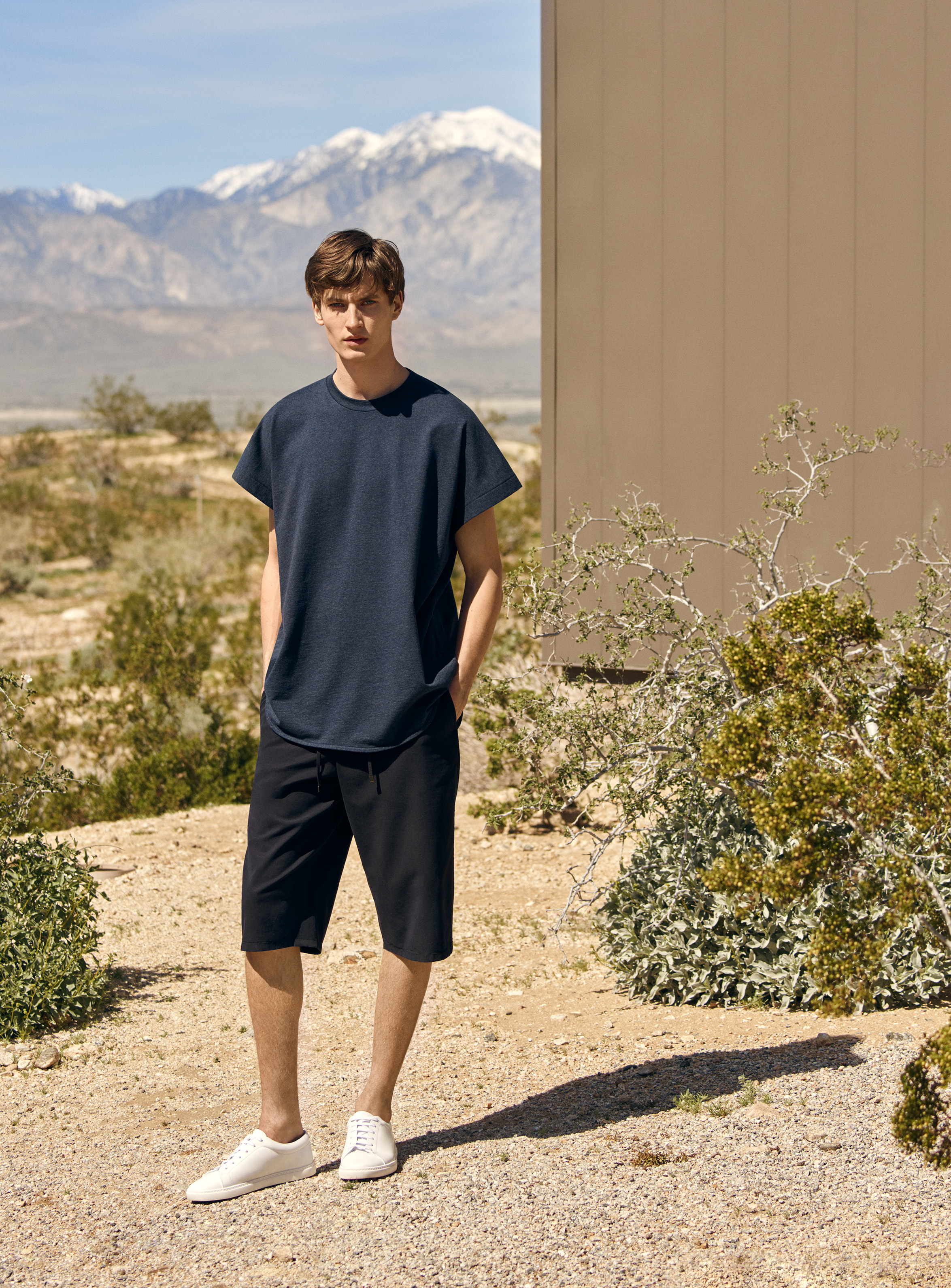 Oversized round-neck t-shirt (39€) + Drawstring twill shorts (59€) + Lace-up sneakers (89€)