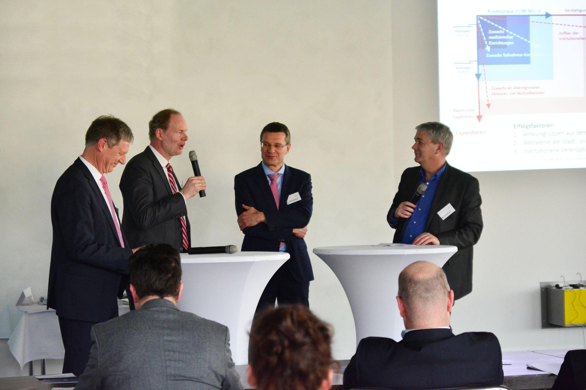 IKU_Moderator Marcus Bloser führte durch die Gesprächsrunde mit Gerhard Odenkirchen (Umweltministerium),Franz-Peter Heidenreich (DBU) und Dr. Wolf Merkel (IWW) zum regionalen Roll-Out.