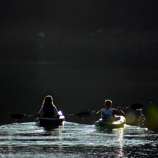 Canoë Kayak  Quoi de plus relaxant et divertissant que de partir découvrir la région en canoë ou en kayak ? Grace à nos établissements « Un Epi Vert », vous êtes déjà sur place et vous pourrez sillonner la région en glissant à votre propre rythme.  #unepivert #canoe #kayak #activiteslacustres #riviere #devouvertenature#local #fun