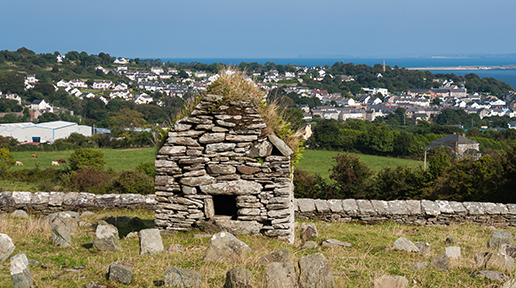 Cooley Skull House Moville Donegal Wikimedia.jpg