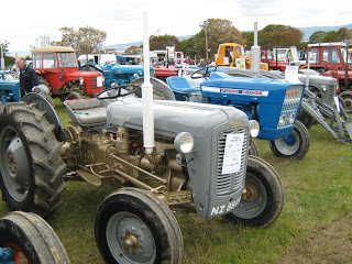 Moville-Vintage-Tractor-and-Classic-1.jpg