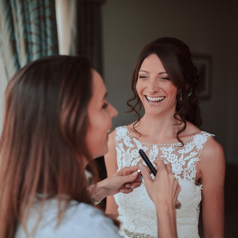 Wedding+day+relaxed+make-up+session.jpg