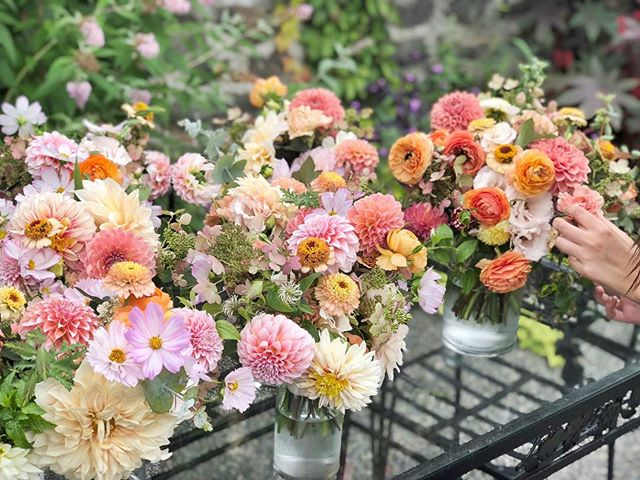 Another amazing weekend of creating flower fabulousness with @flowerwellny. I 💚 Jenny's 🧡 of color 💙❤️💛💜 . . . #flowerfarmer #flowerfriends #slowflowers #americangrownflowers #fingerlakesweddings #weddingflowers #nyweddings #flowersofig #gardengathered