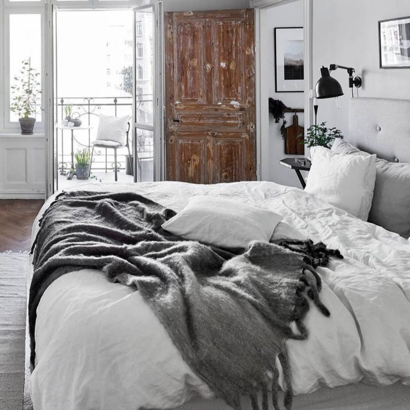 Rustic woods and linen bedding getting my modern rustic pulse racing.
