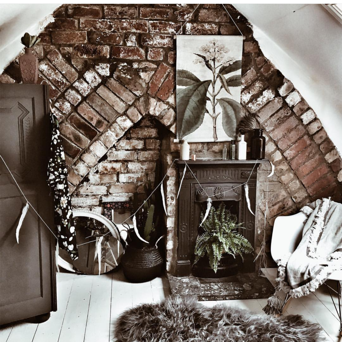 Beautiful Bare Brick Boho Bedroom inspiration from  @hygge_for_home