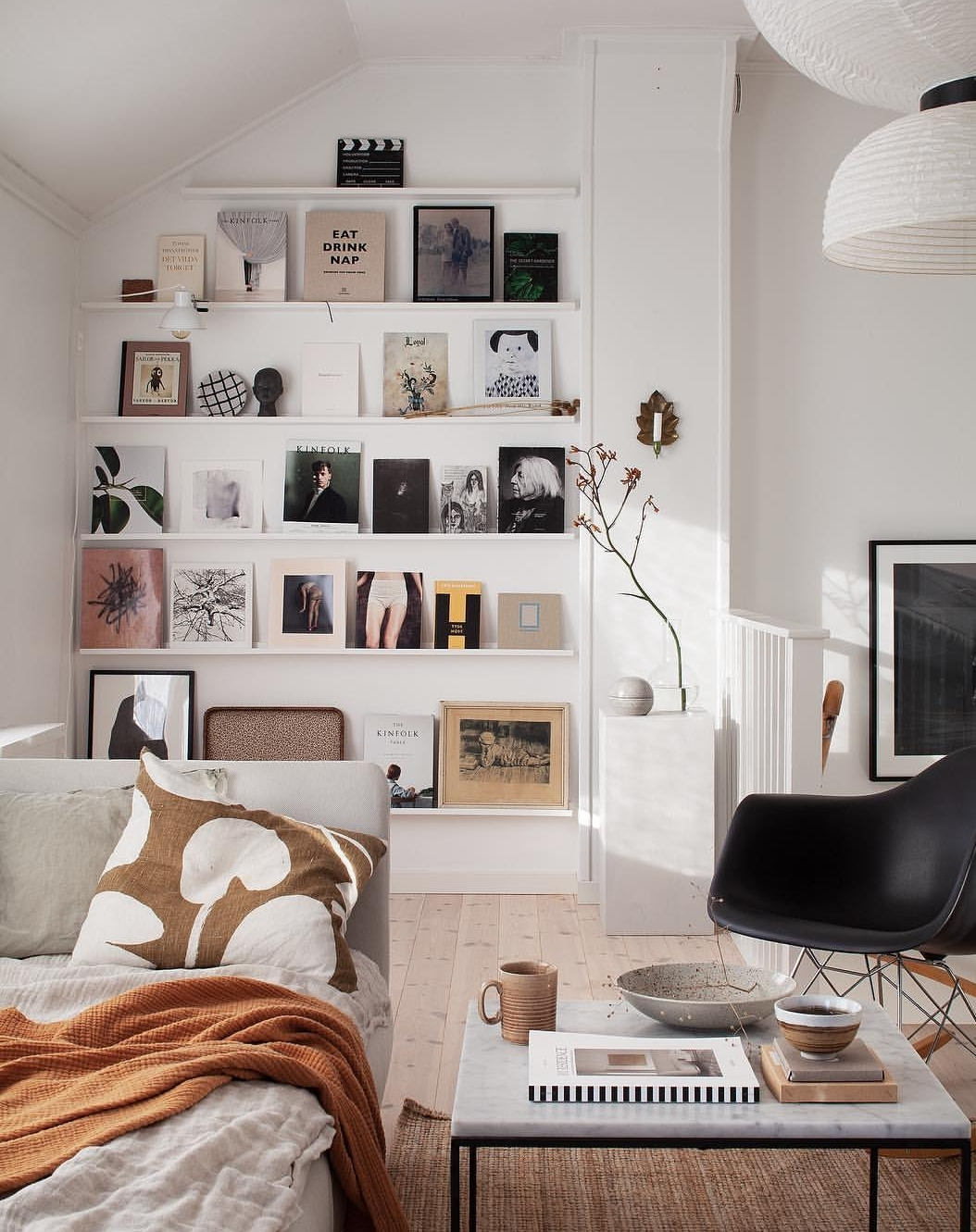 This stunning shot from the home of @bloggabis is inspiration for my picture ledge extension