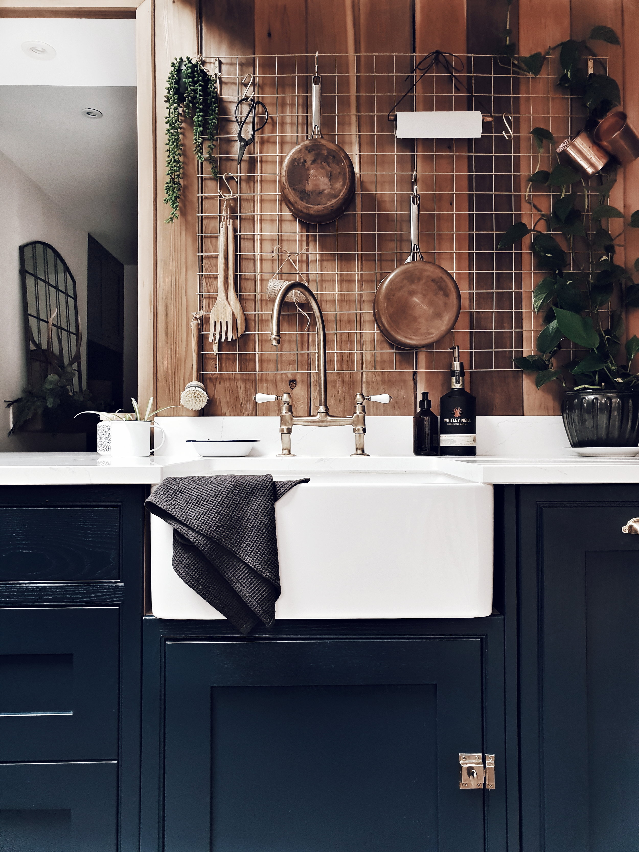 The brass tap and wire grid are both ideas (and things) I wanted to steal from Maz's kitchen. I love their decision to make a feature of the cabinet hinges as well.